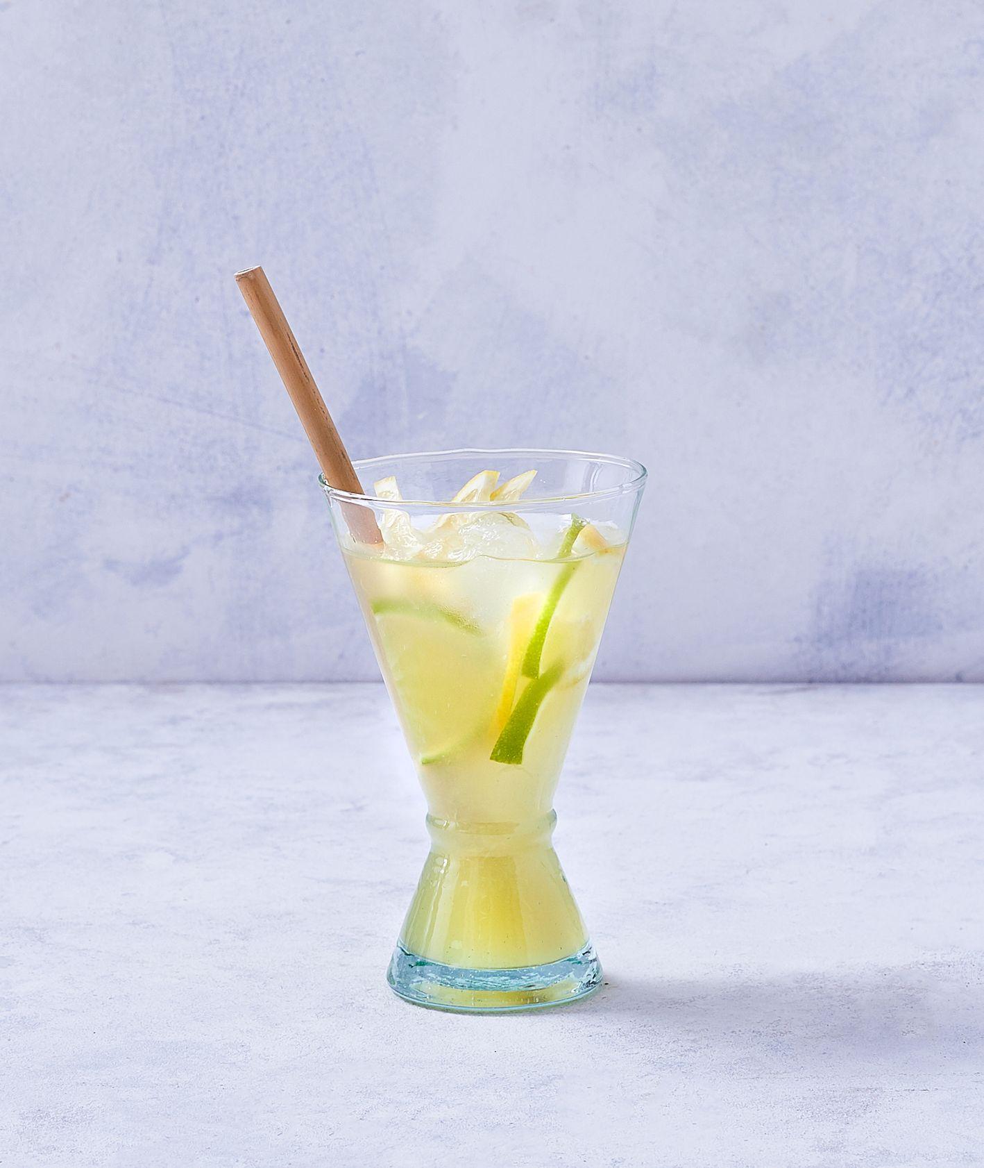 Kwaśna lemoniada na bazie soku z cytryny i soku z limonki (fot. Marcin Lewandowski)