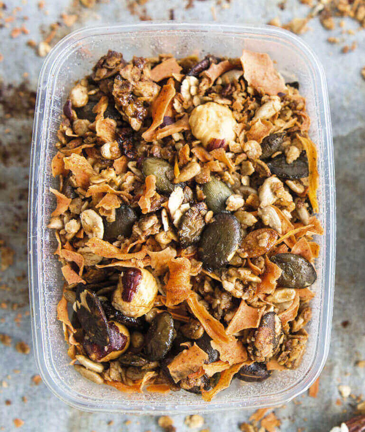 domowa granola marchewkowa, domowa granola, wegańska granola, pomysł na śniadanie, zdrowe śniadanie, wegańskie śniadanie, wegański deser, granola, płatki owsiane