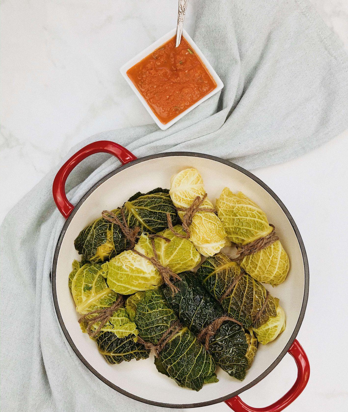 Dietetyczne gołąbki z indykiem gotowane na parze, podane z lekkim sosem pomidorowym, przepis Izabela Heftowicz / PassionOn