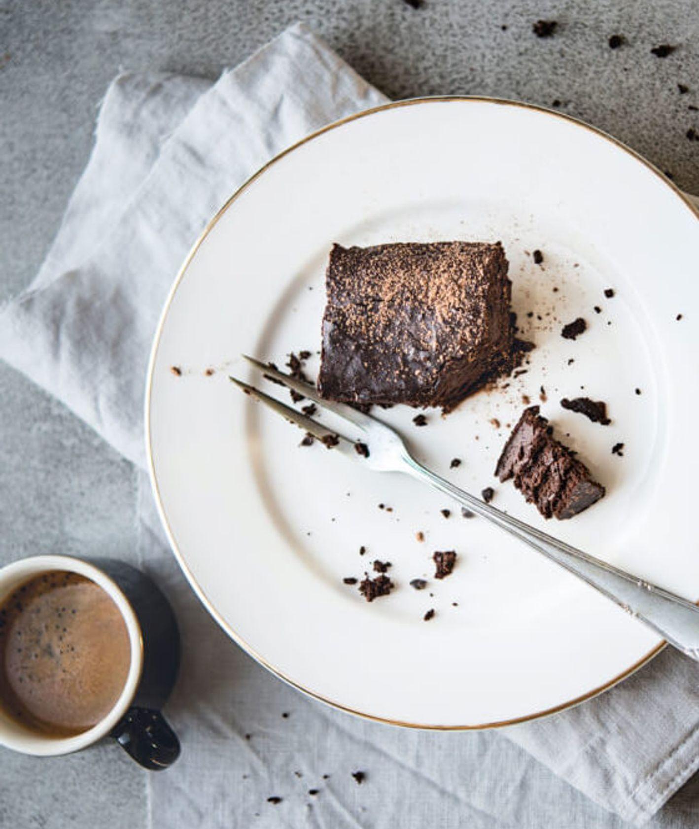 """Brownie z wędzonego bakłażana bez dodatku cukru, ksiażka """"Sezonowe warzywo"""" (fot. Dominika Wójciak)"""