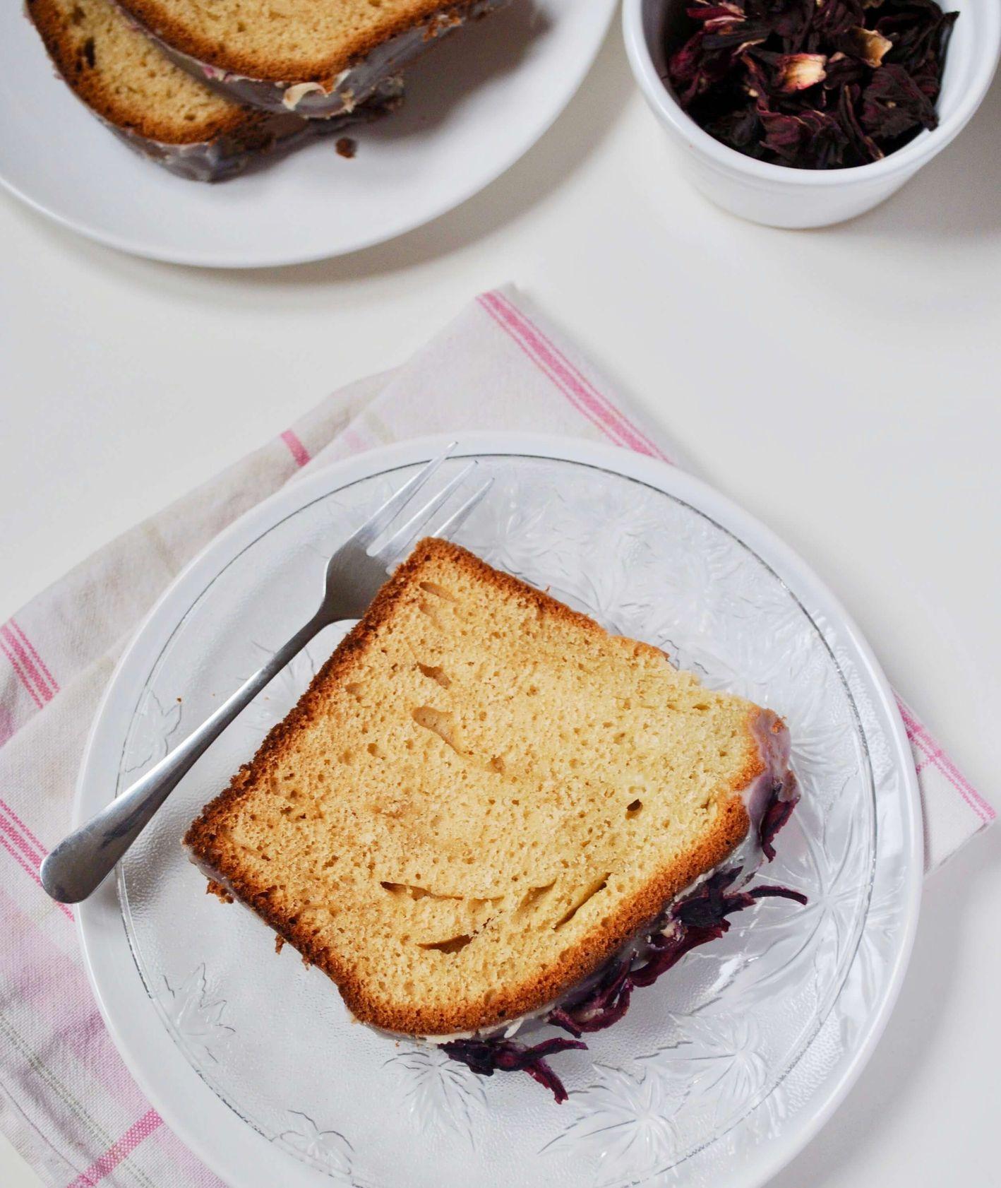 jogurtowy chlebek z hibiskusem i białą czekoladą, ciasto ucierane, ciasto jogurtowe, proste ciasto, szybkie ciasto jogurtowe, babka jogurtowa, ciasto z białą czekoladą, chlebek jogurtowy, prosty deser