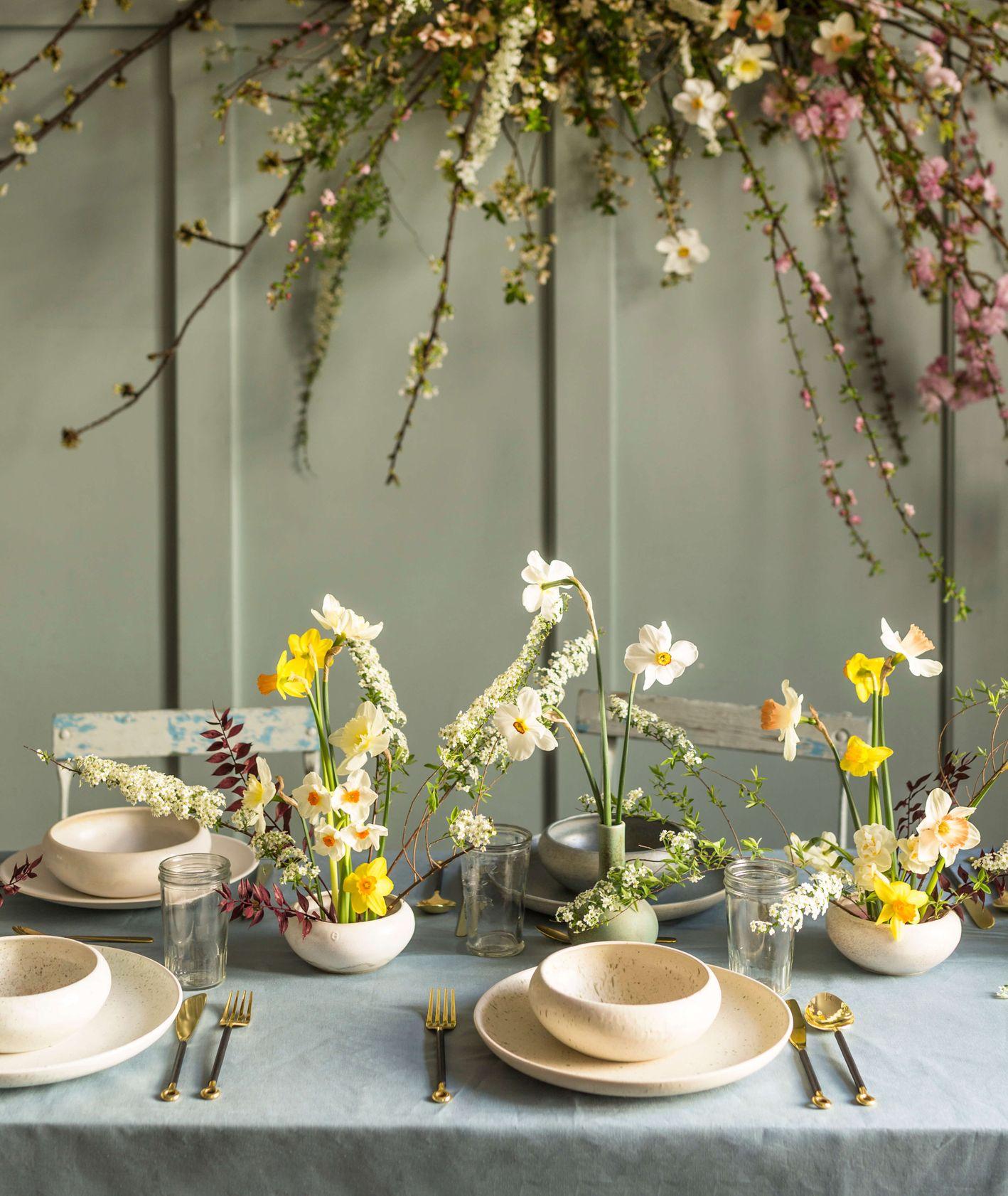dekoracja stołu, wiosenne inspiracje, kwiaty i miut