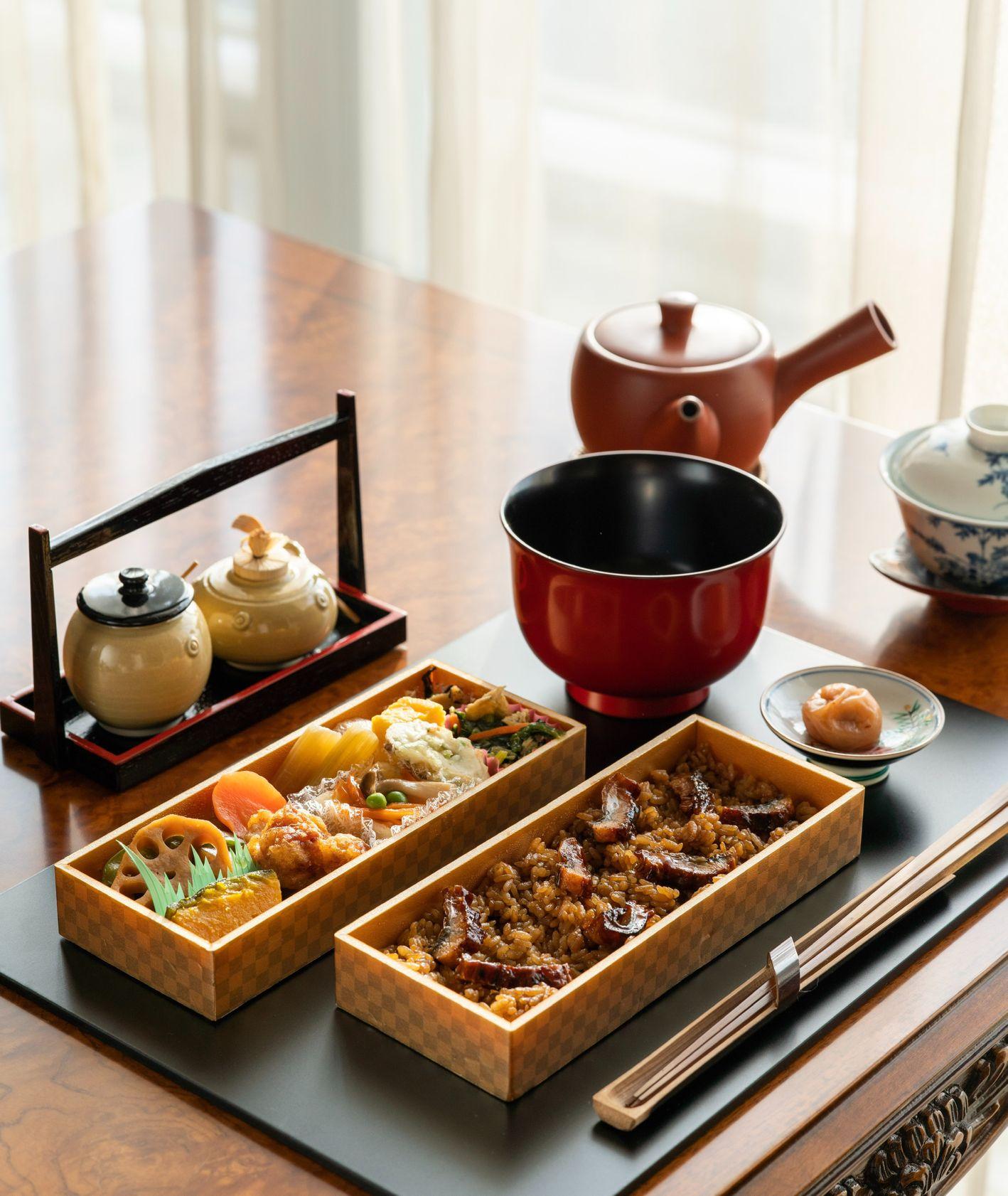 Ryż, grzyby, zielona herbata i warzywa – obiad zgodny z zasadami shoku-iku (fot. Richard Iwaki / unsplash.com)