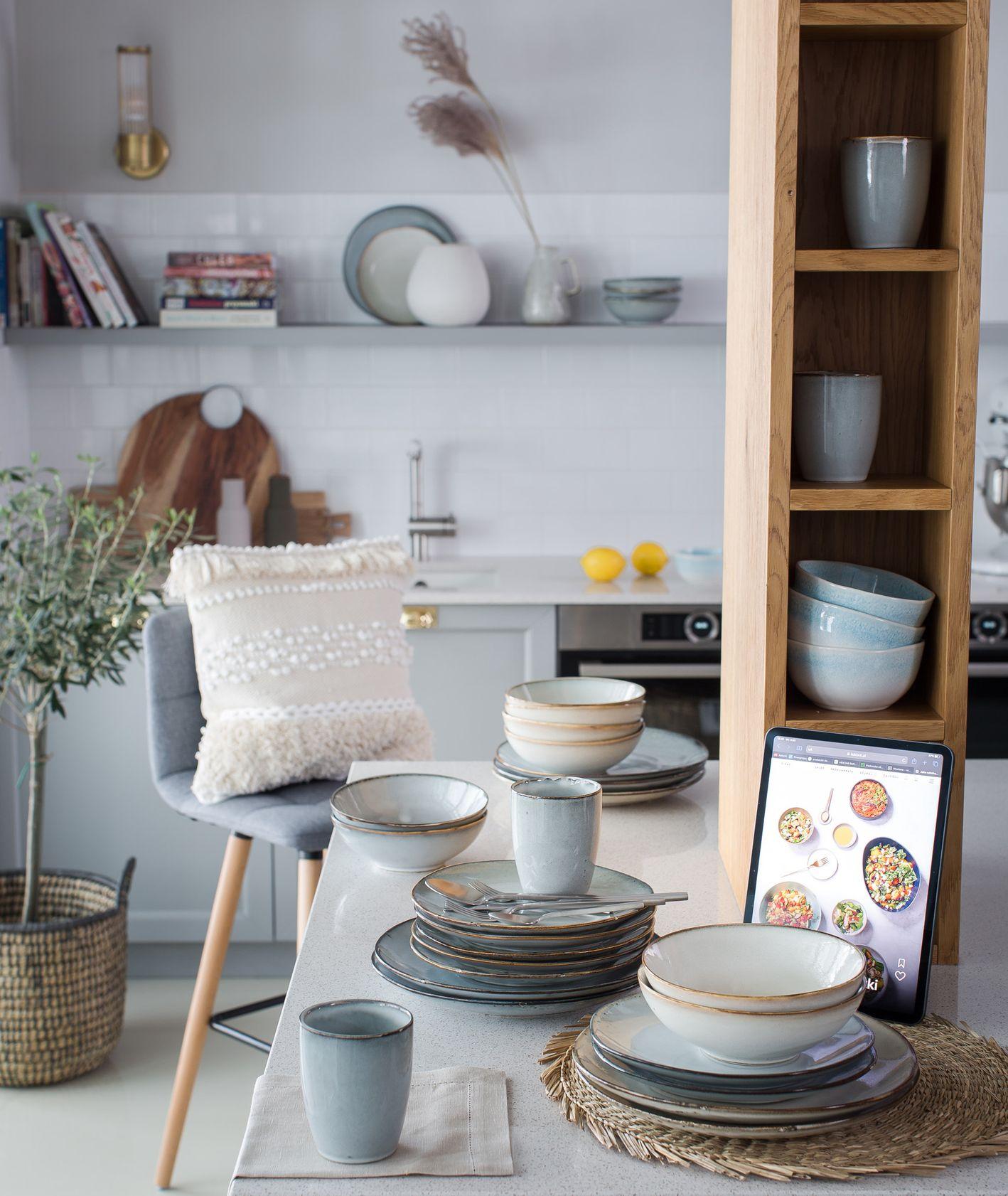Elegancka zastawa inspirowana naturą, dodatki do kuchni, Westwing (fot. dinnershow.studio)