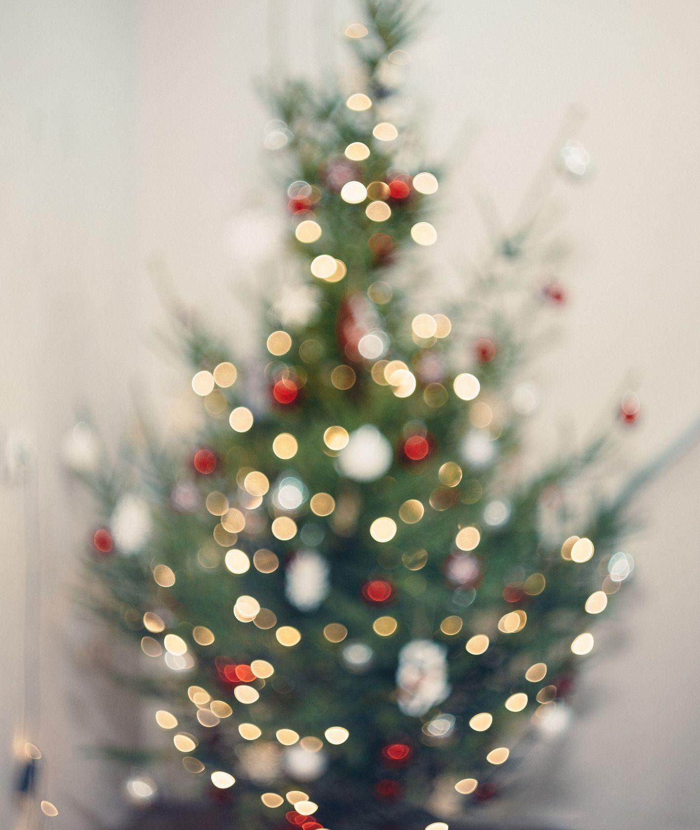 Świąteczna choinka (fot. Tatiana Predeina / unsplash.com)