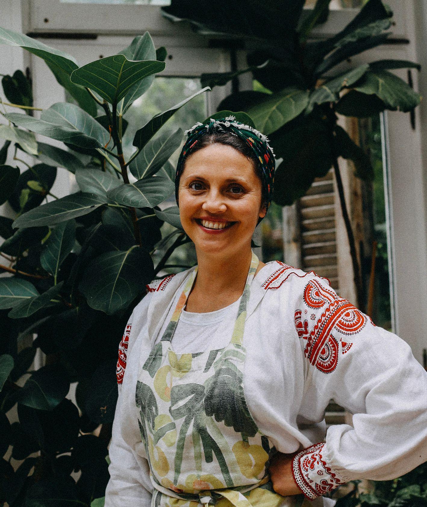 """Ceniona szefowa kuchni Olia Hercules, autorka książek """"Mamuszka"""" i """"Kaukasis"""" w """"Sielskich smakach"""". (fot. materiały prasowe)"""