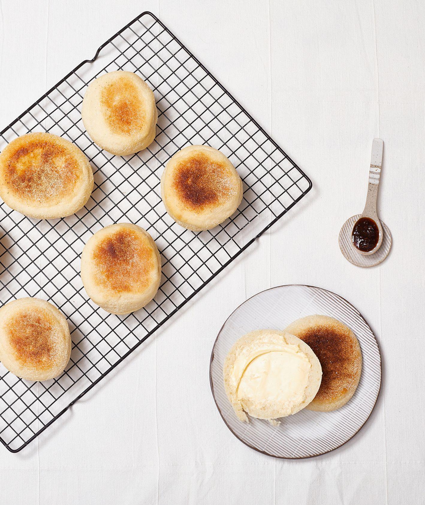 Przepis na english muffins. Wegańskie bułki (fot. Maciek Niemojewski)