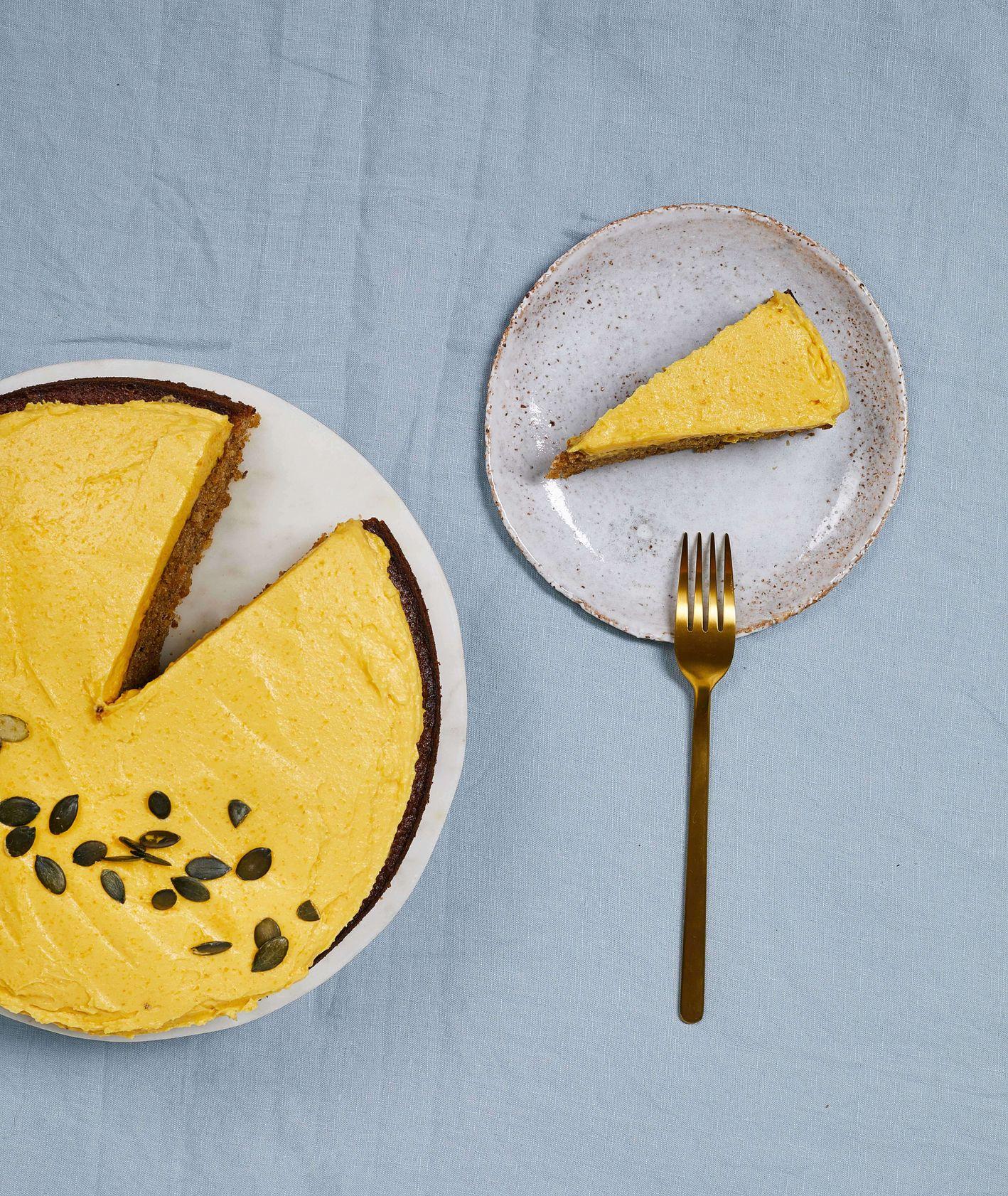 Ciasto dyniowe z kremem posypane pestkami dyni (fot. Maciek Niemojewski)