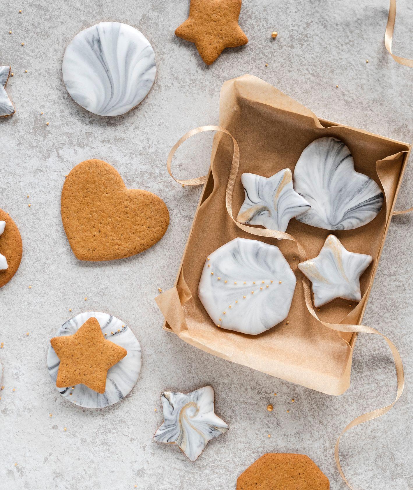 Piernikowe i marmurowe serca i gwiazdki do dekoracji