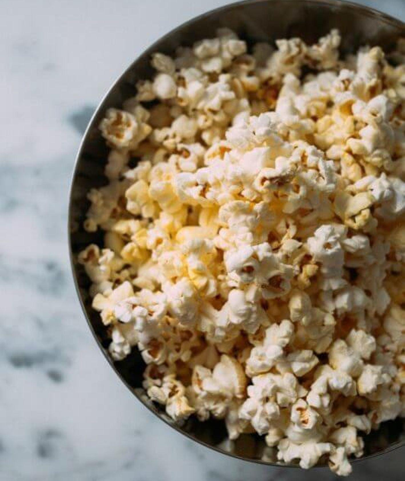 domowy popcorn, jak zrobić popcorn, popcorn w domu, jak zrobić popcorn w domu, przekąski na imprezę, kukurydza