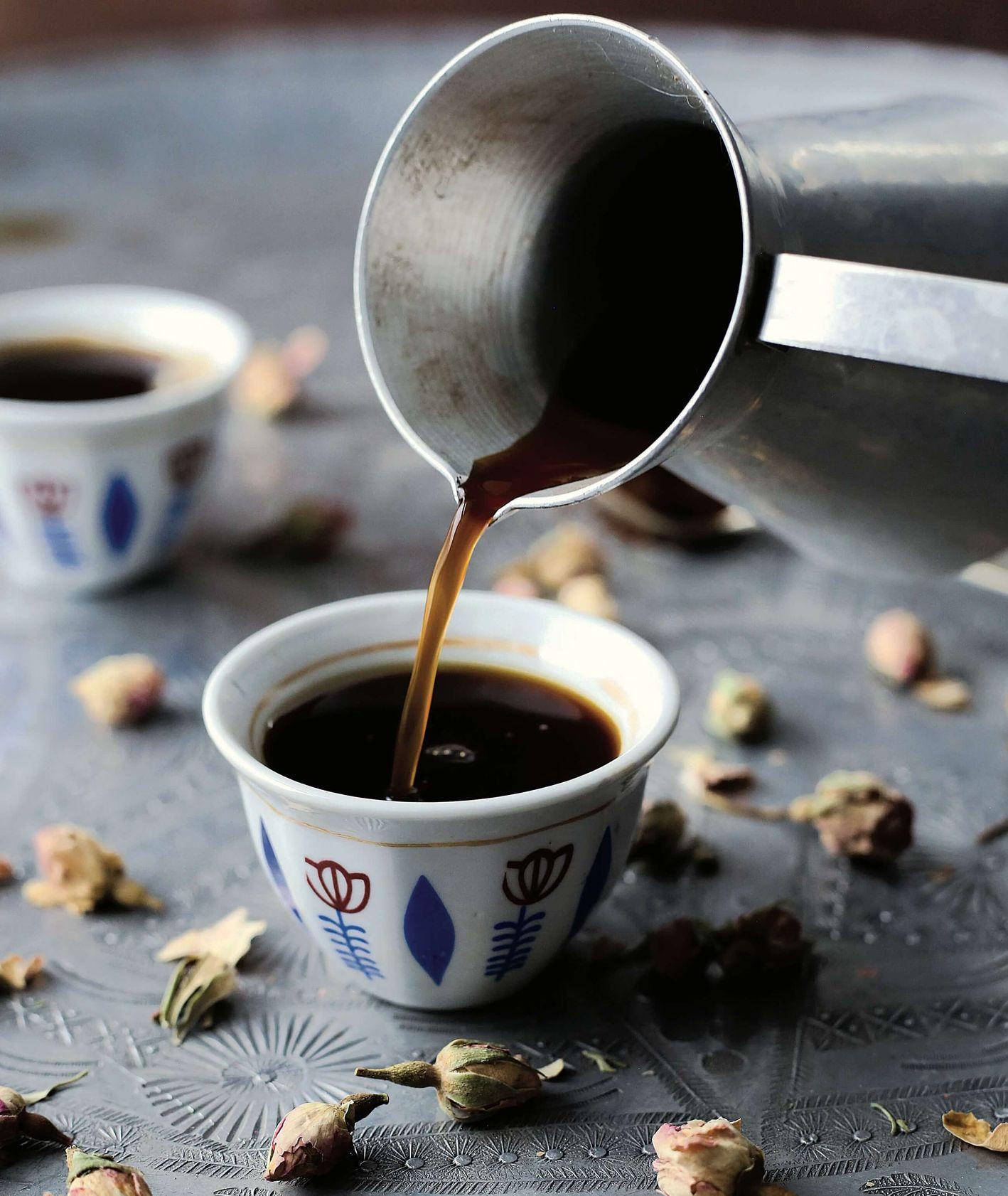 kawa z wodą różaną i kardamonem, izreael, kawa speciality, jak zaparzyć kawę, kawa z tygielka, kawa z kardamonem, przepis Samar Khanafer