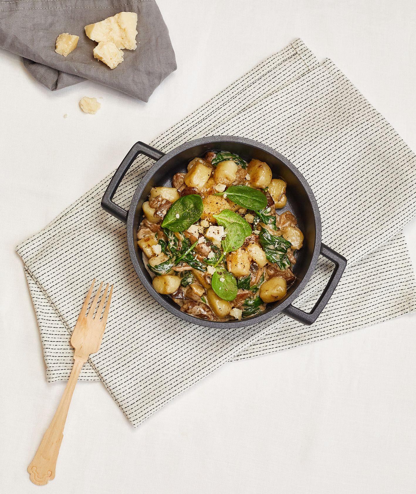 Przepis – jak zrobić kopytka z sosem grzybowym i szpinakiem, Targ Kręgliccy (fot. Maciek Niemojewski)