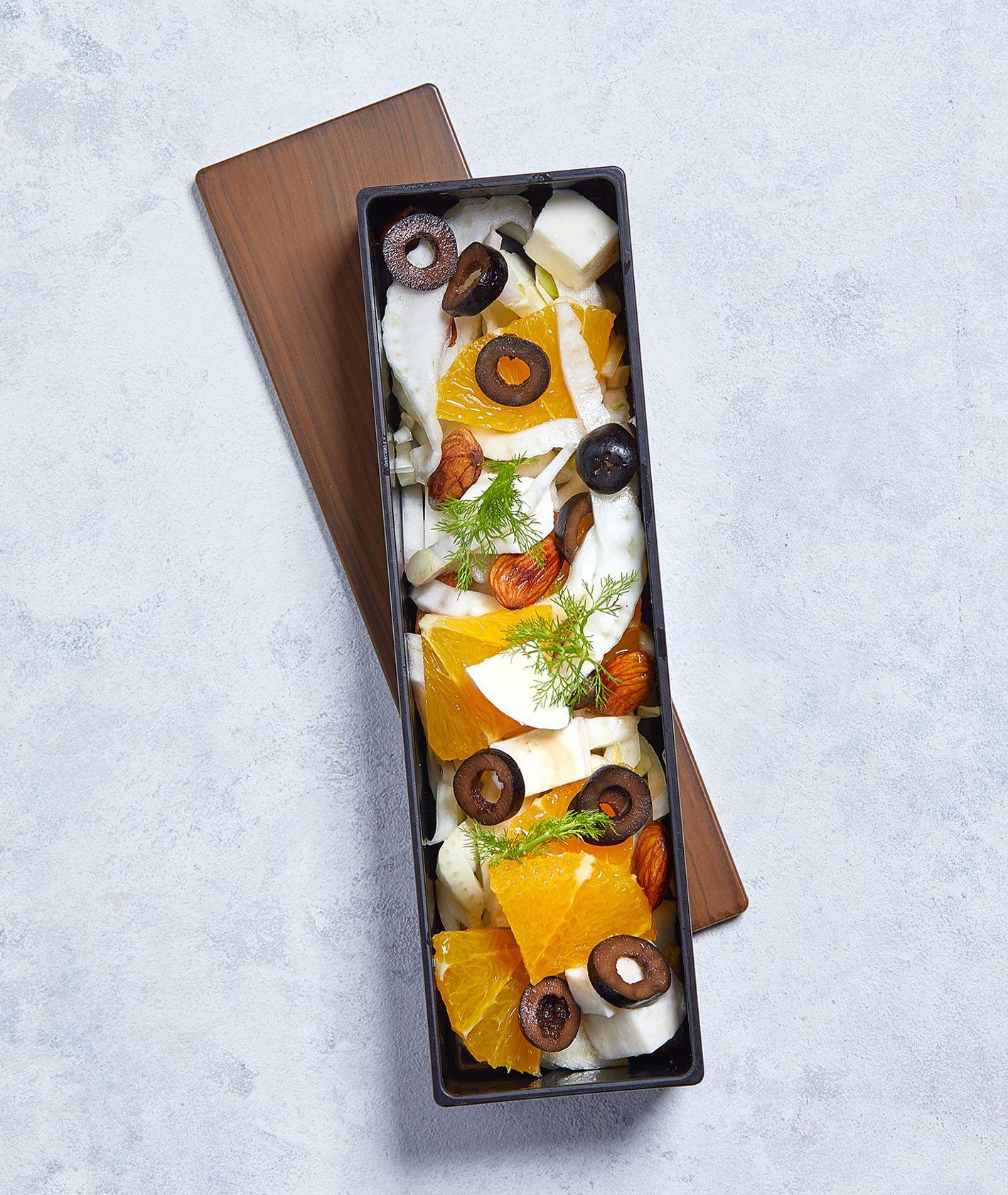 Lunchbox na zimę - sałatka z pomarańczami (fot. Maciek Niemojewski)