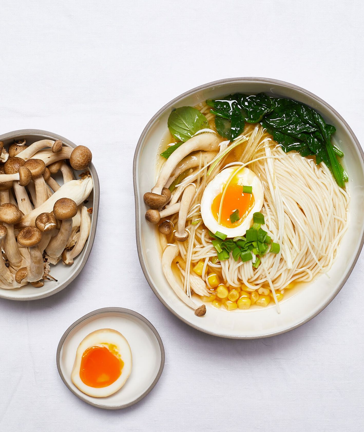 wegetariański ramen, ramen warzwny, ramen bezmięsny, ramen bez mięsa, grzyby shimeji, rozgrzewająca zupa, rozgrzewający ramen, ramen, kuchnia japońska, domowy ramen
