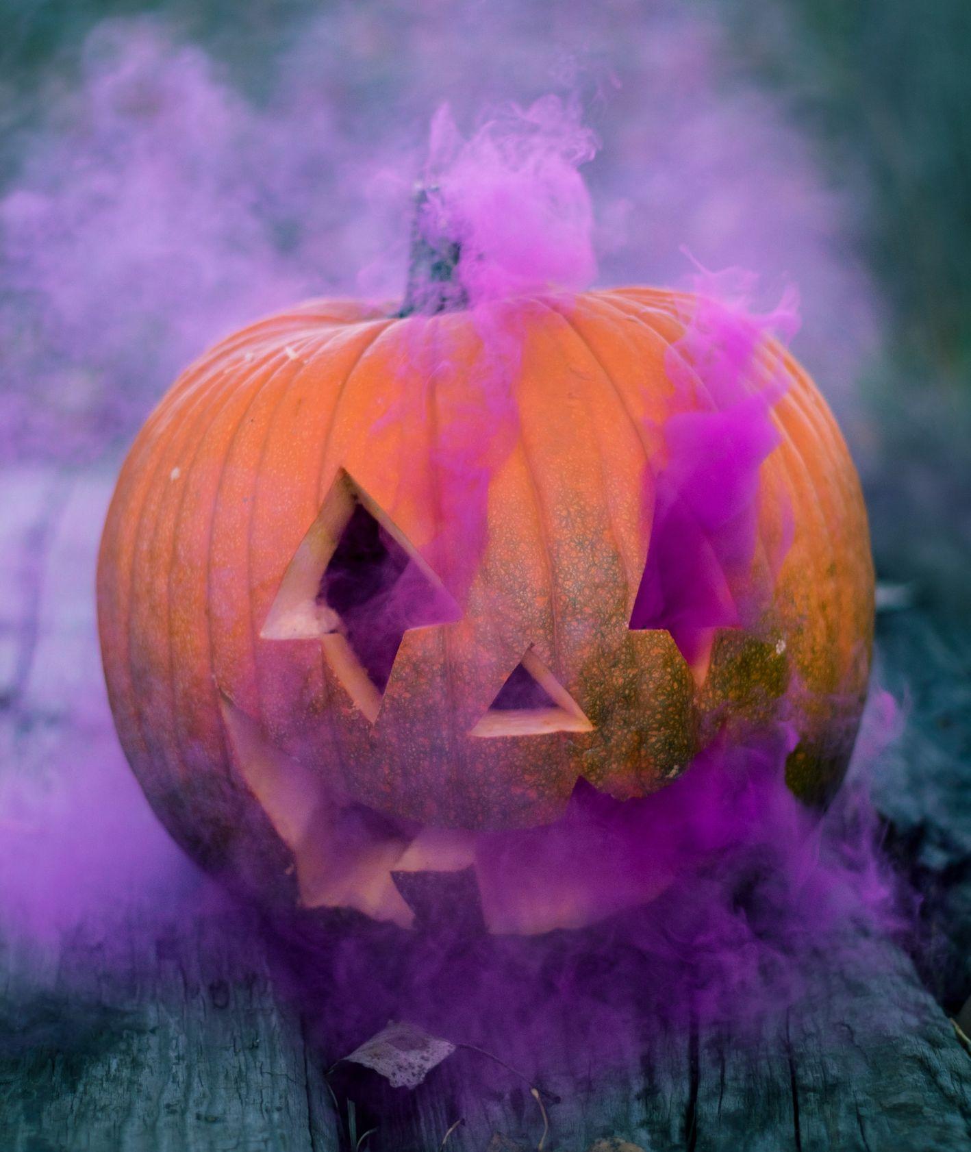 Halloweenowa dynia (fot. Colton Sturgeon / unsplash.com)