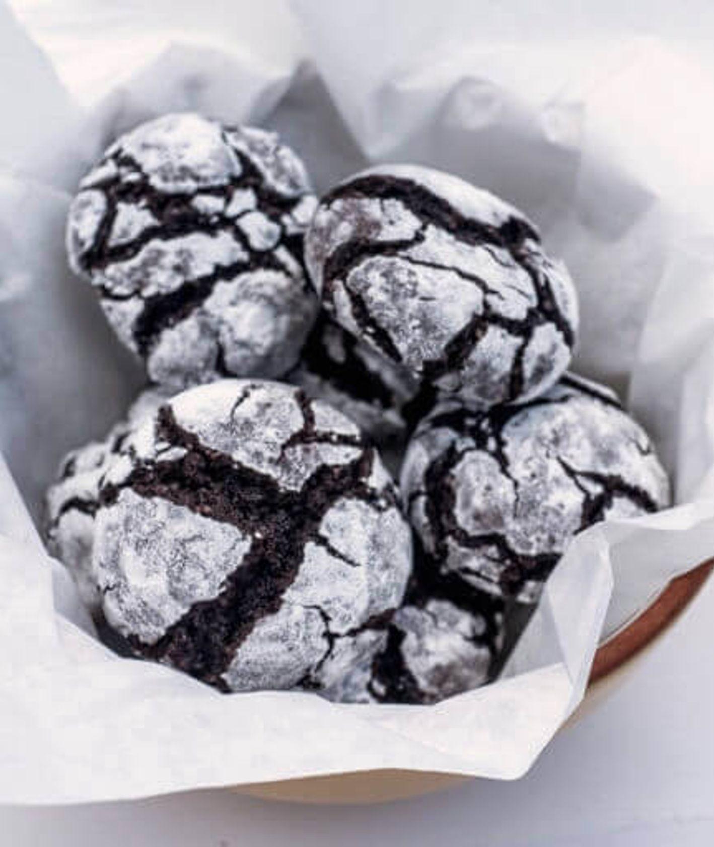 Przepis na amerykańskie ciasteczka czekoladowe, zwane crinkles