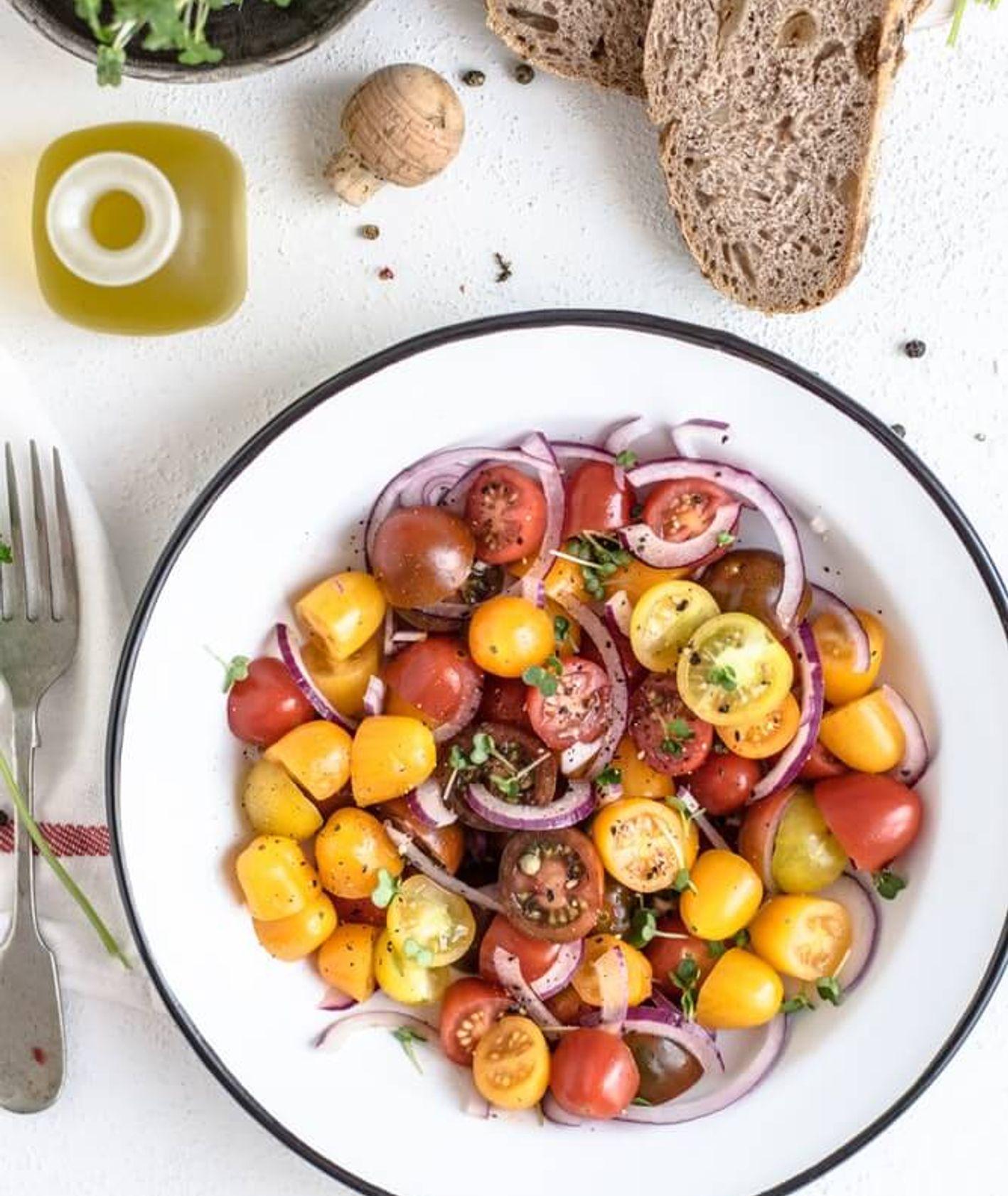 przepisy na dania z pomidorami sezonowymi (fot. Monika Grabkowska)