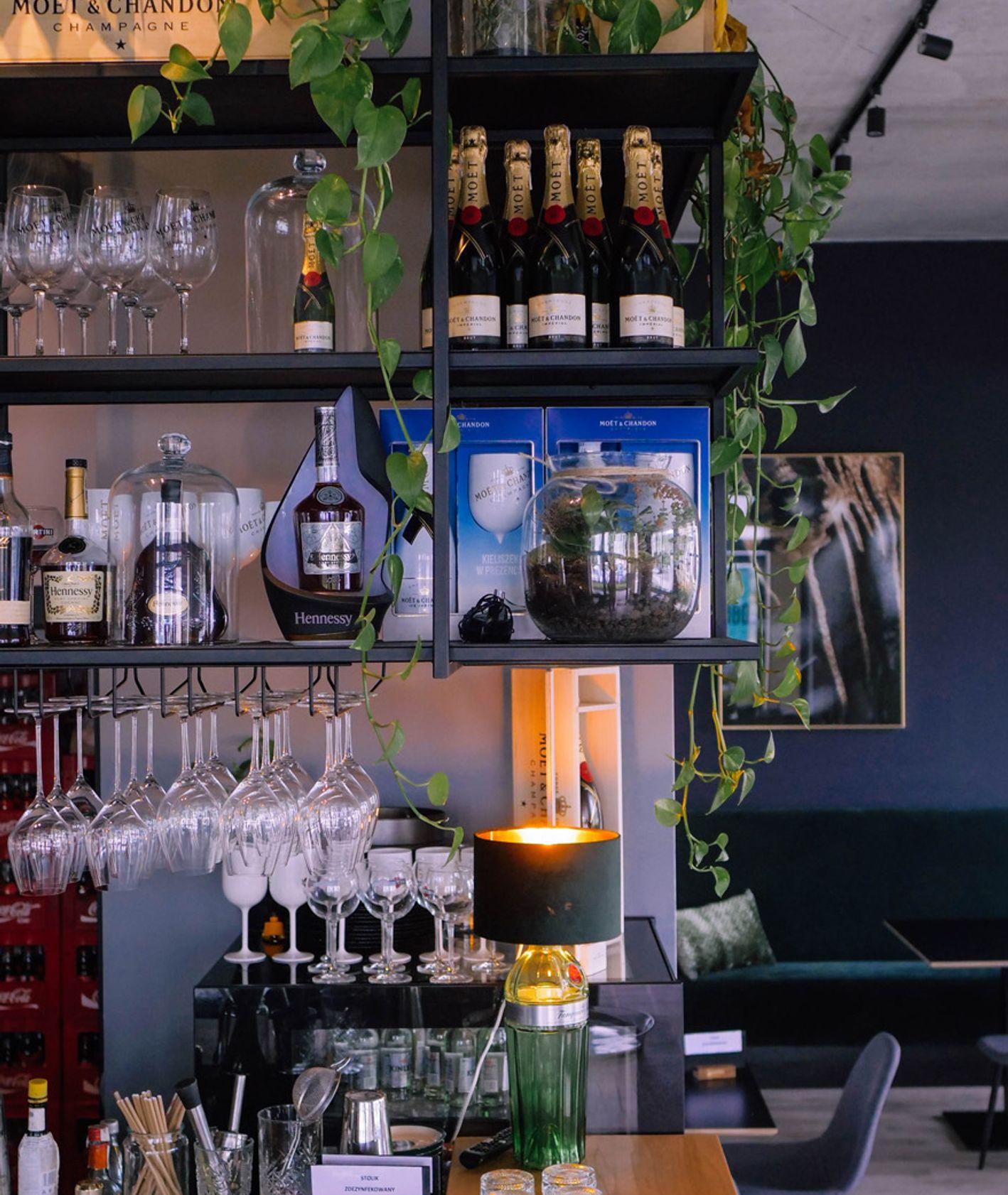 Wnętrze restauracji Obfitość, Poznań (fot. Bartek Zwiefka)