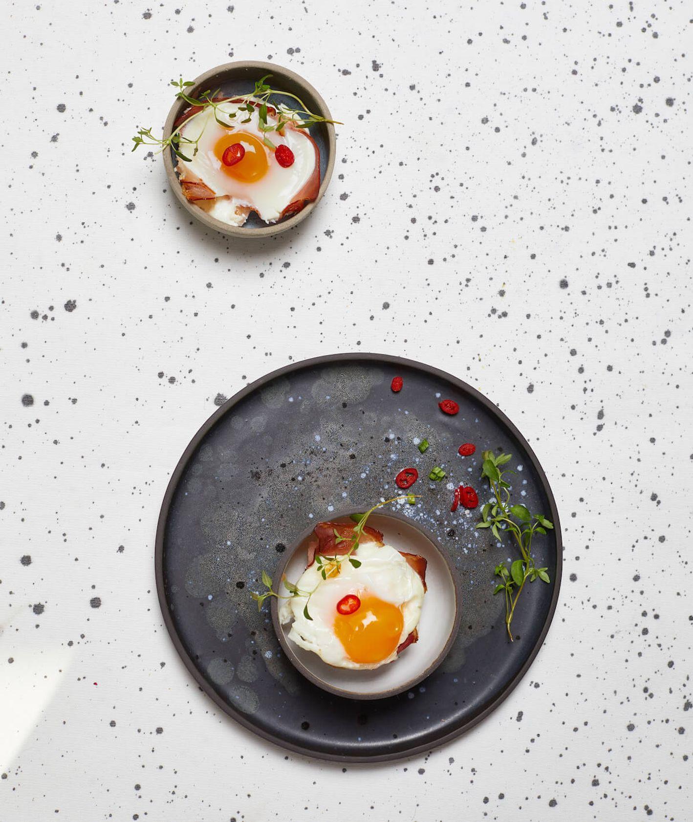 jajka zapiekane w szynce, jajka w szynce, pieczone jajka, śniadanie wielkanocne, Wielkanoc