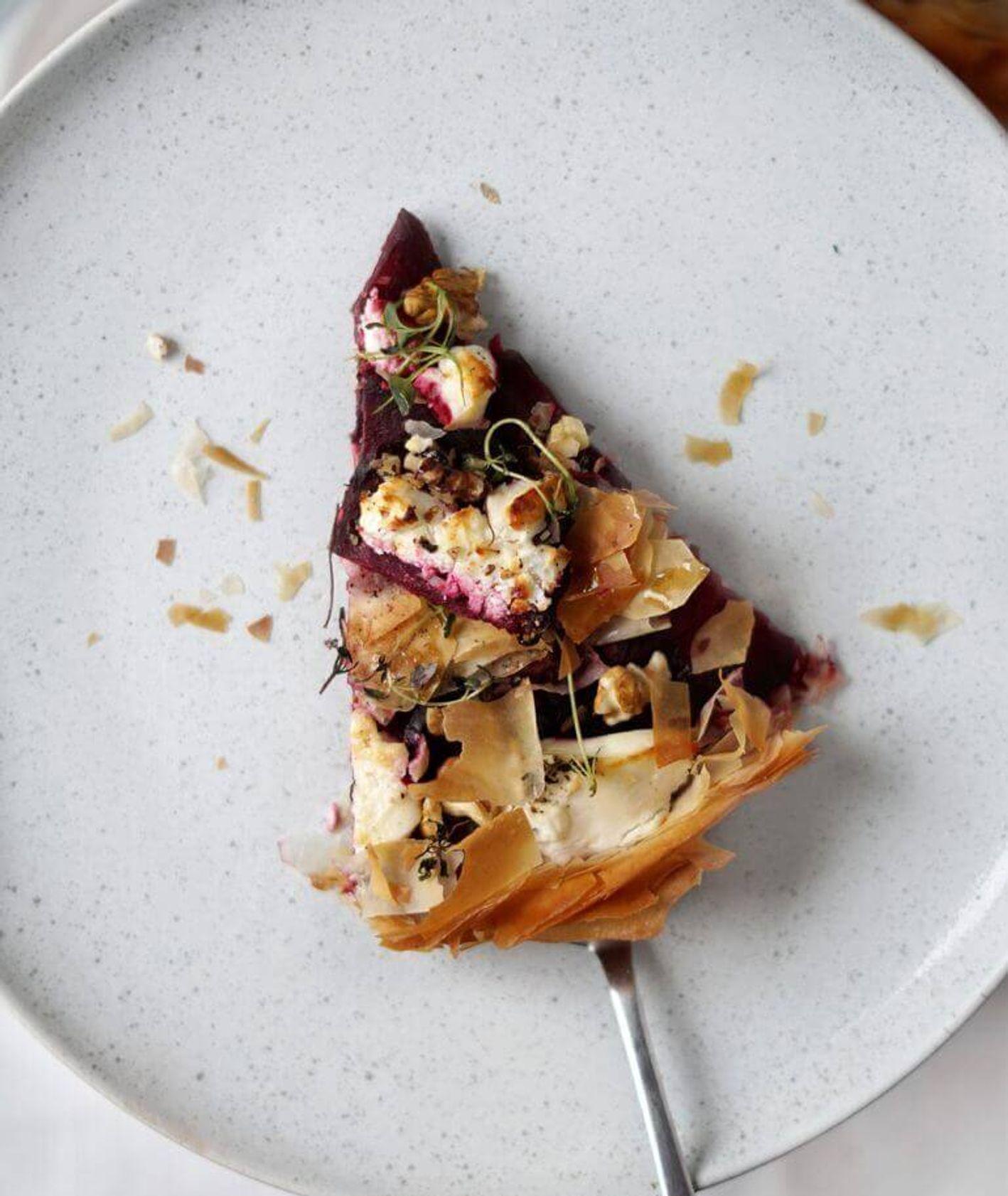 tarta z ciasta filo z burakami i kozim serem, ciasto filo, tarta z burakami, tarta z kozim serem, tarta z seem, prosta tarta z burakami, buraki z miodem i tymiankiem