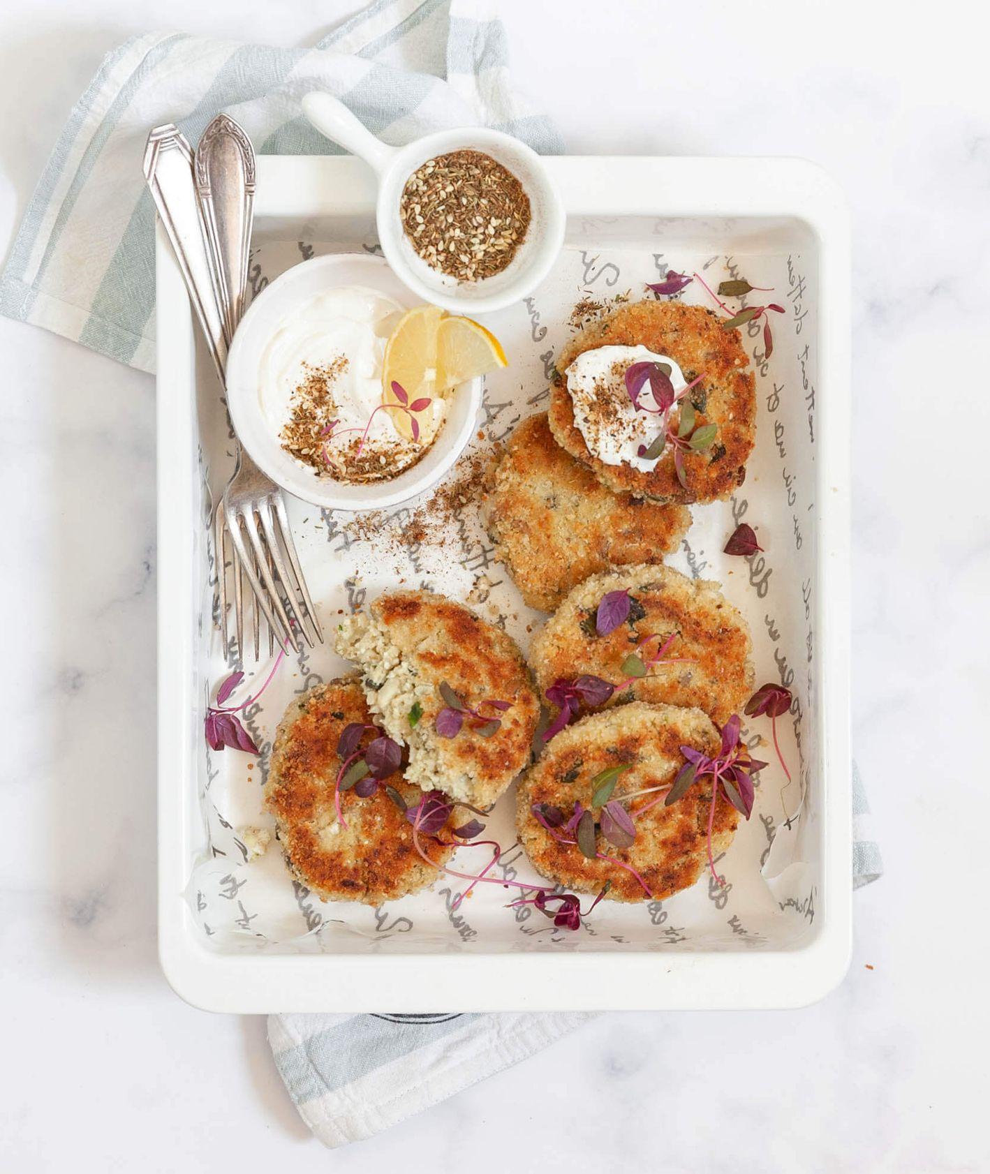 Szybkie placuszki z kalafiora - obiad dla dzieci (fot. Kinga Ciszewska / Małe kulinaria)