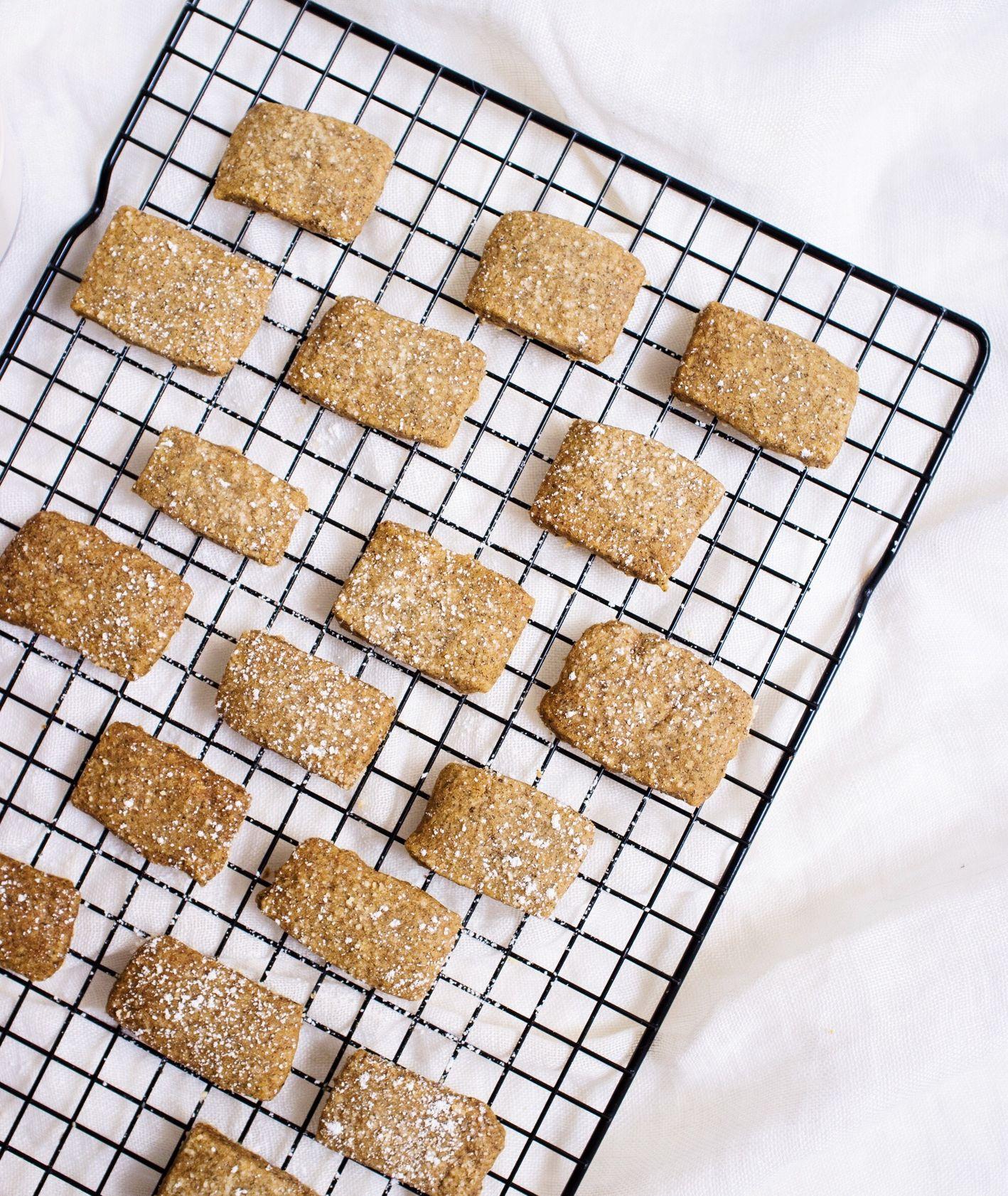 Upieczone maślane ciasteczka z fusami po kawie (fot. Zuza Rożek)