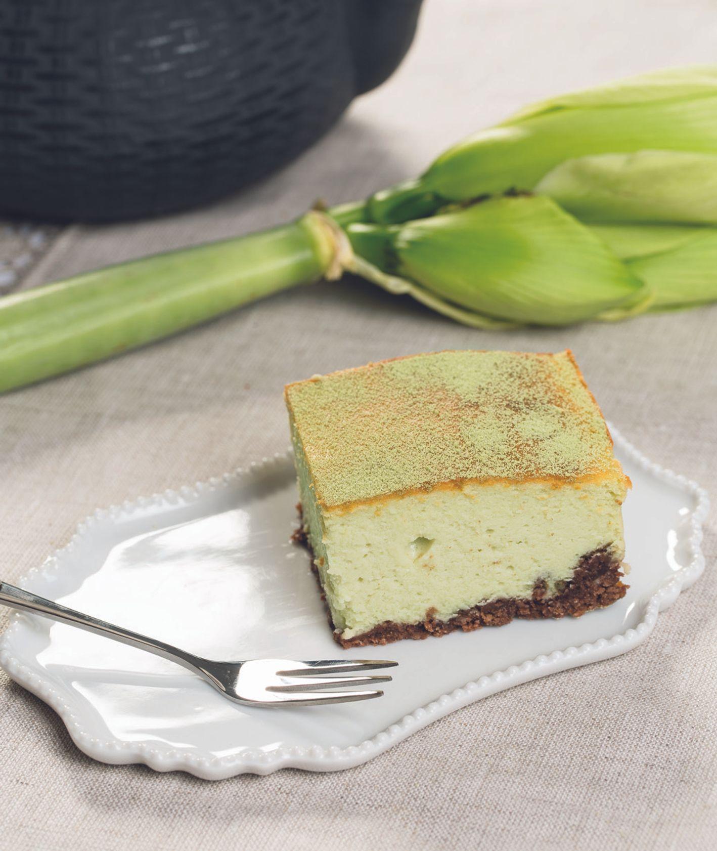 Zielony sernik z dodatkiem herbaty matcha na czekoladowym spodzie z ciastek owsianych, przepis Zosia Bauman-Nykowska