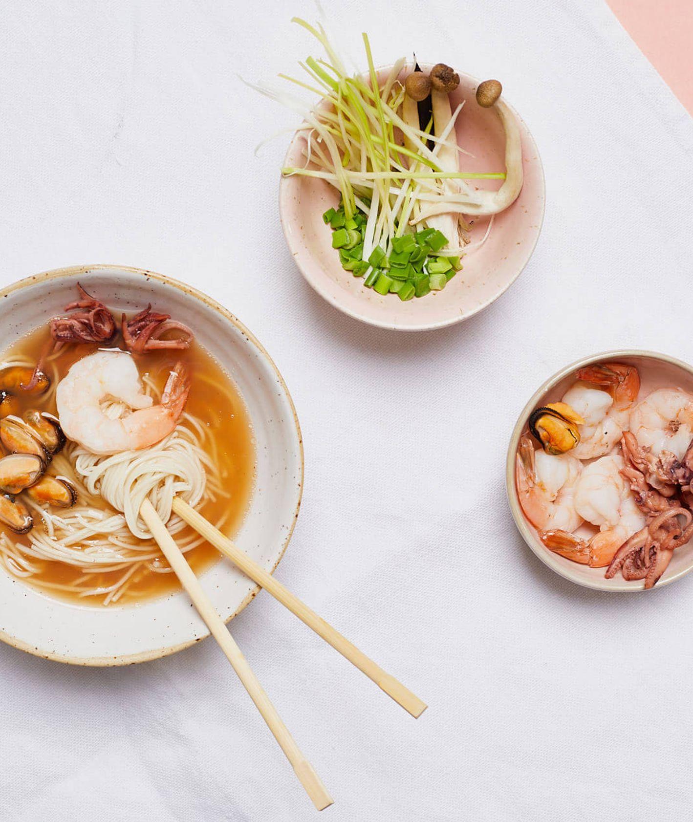 ramen rybny, domowy ramen, ramen z owocami morza, owoce morza, makaron ramen, rozgrzewająca zupa, zimowa zupa,
