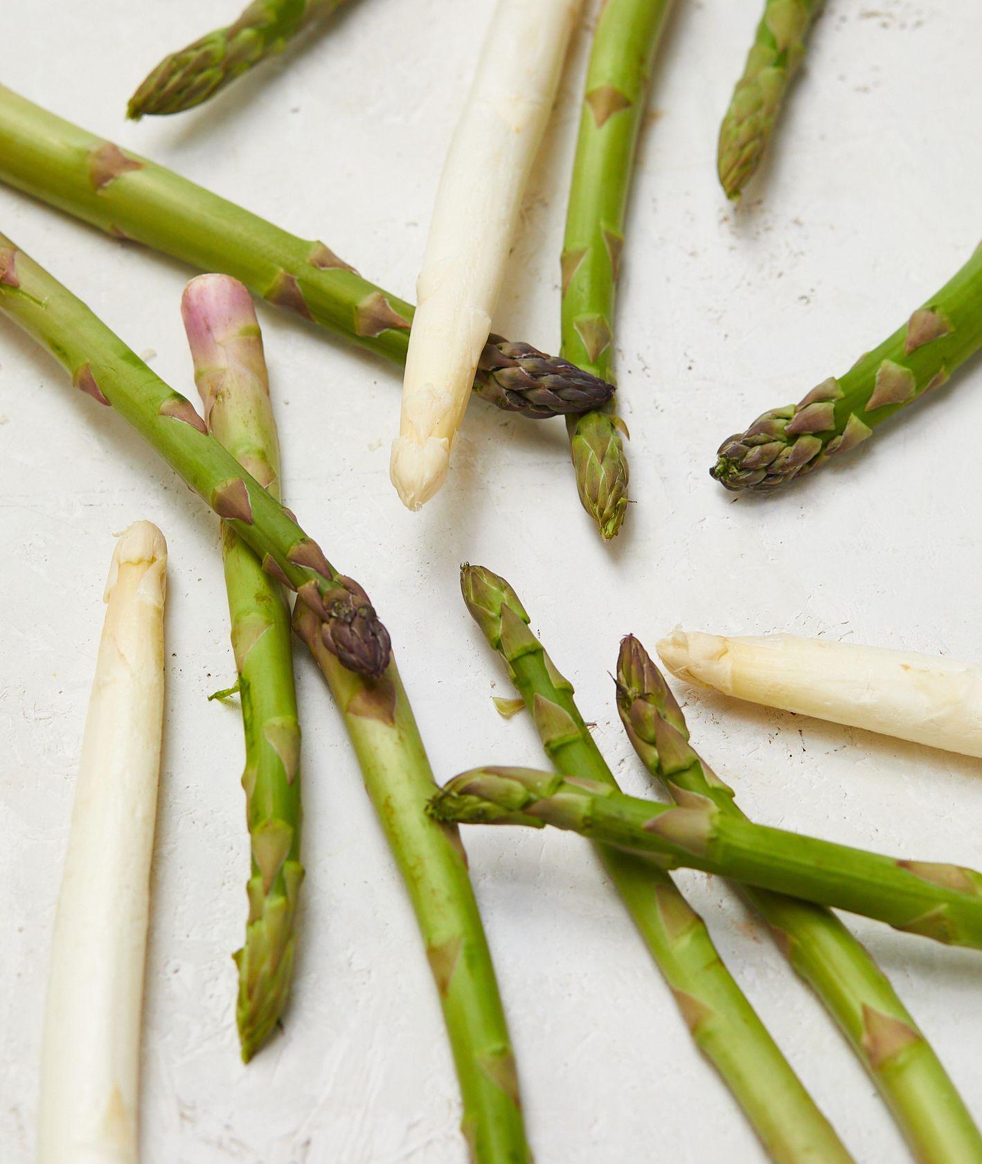 Sposoby na szparagi. Jak przygotować szparagi. Proste przepisy na szparagi (fot. Maciek Niemojewski)