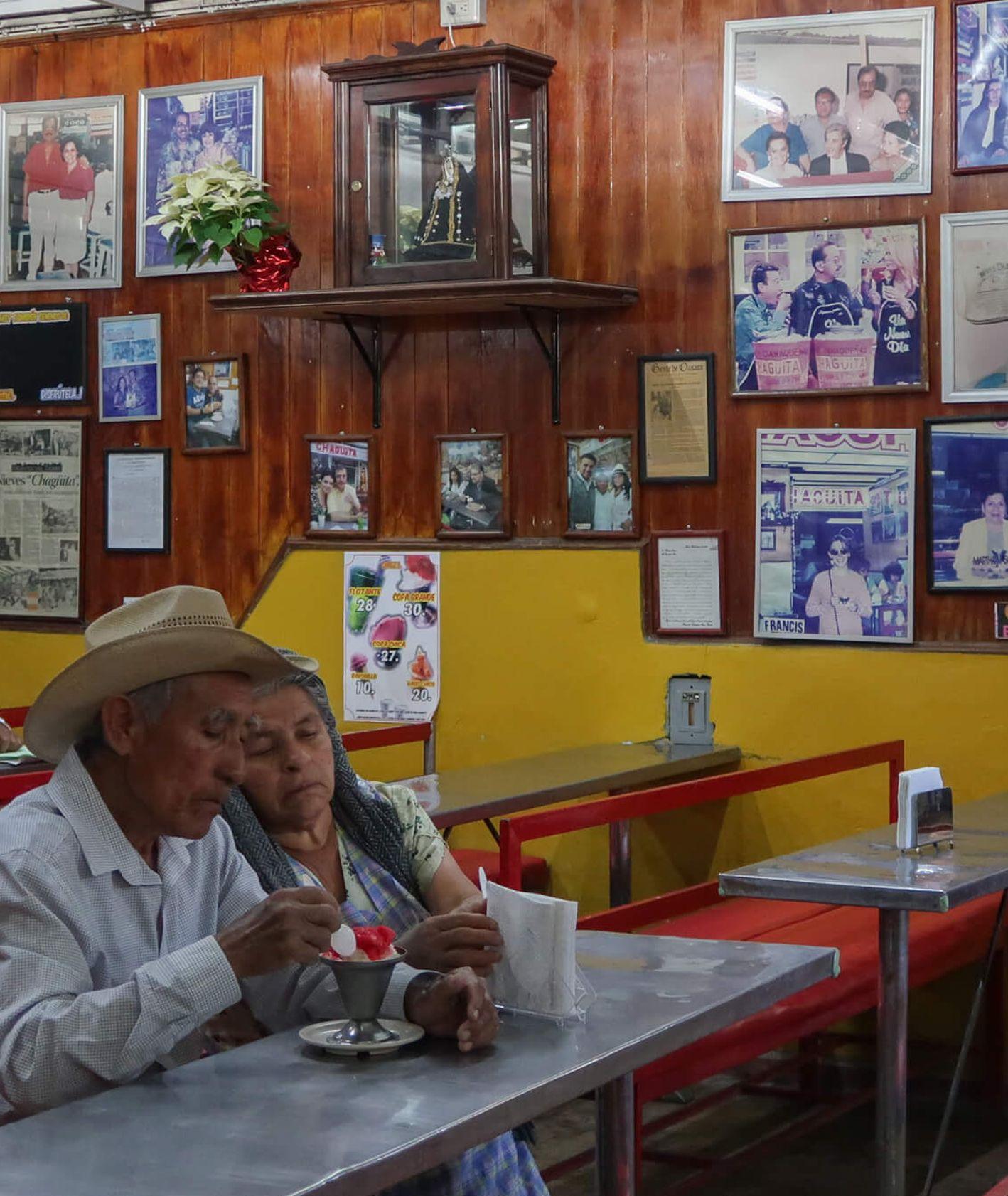 Miejscowy bar w Oaxaca w Meksyku (fot. Julia Zabrodzka)