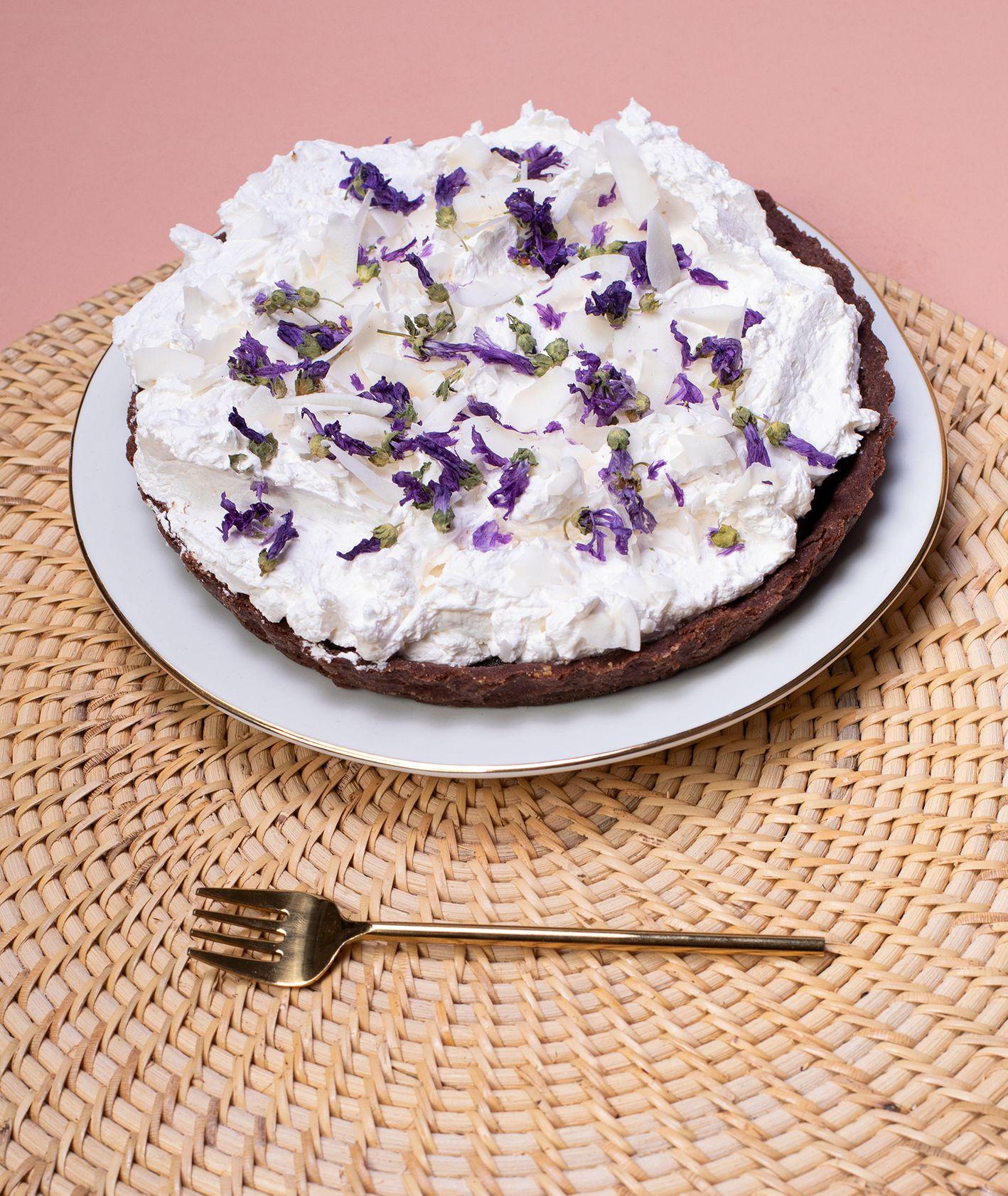 Jak zrobić wegańska tartę czekoladowo-kokosową, przepisy na wegańskie ciasta z kremem, wegańska tarta czekoladowa, ciasta MUUS (fot. Paulina Czyżewska)