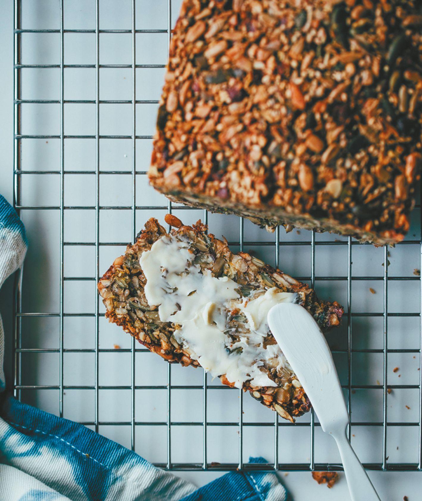 Jak zrobić chlebek z nasion i orzechów