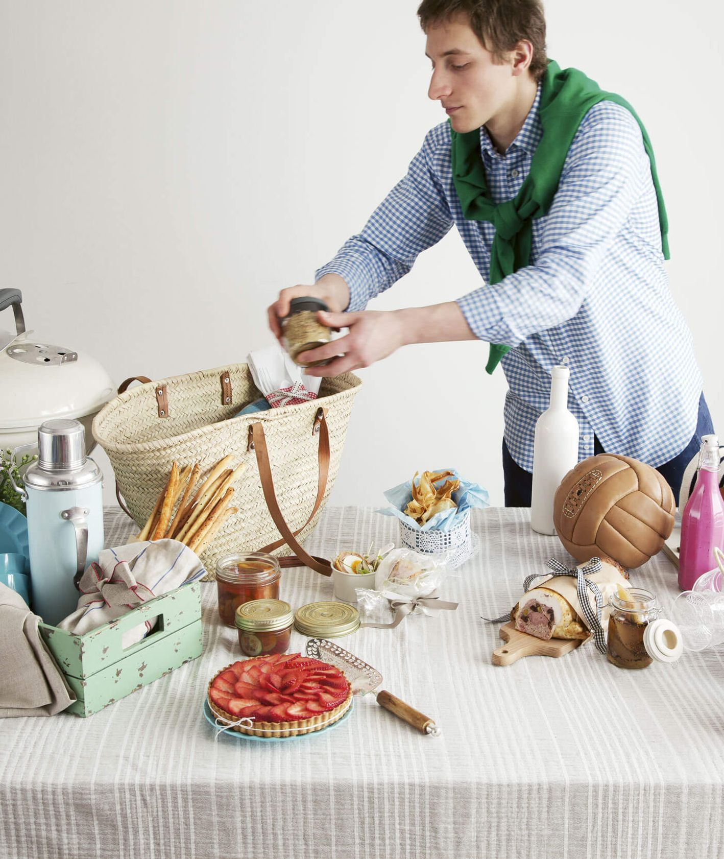 Stół przygotowany na piknik