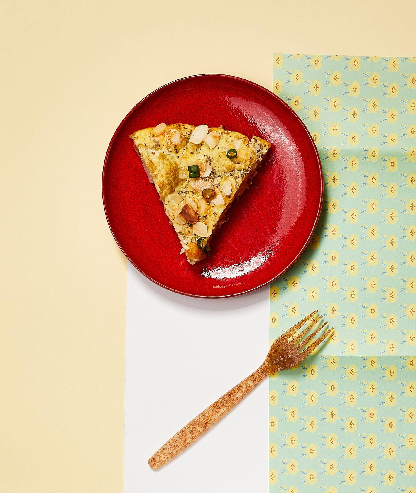 Jak zrobić frittatę z kalafiorem i ciecierzycą, pomysł na obiad dla dziecka, jak przyrządzić kalafiora (fot. Maciej Niemojewski)