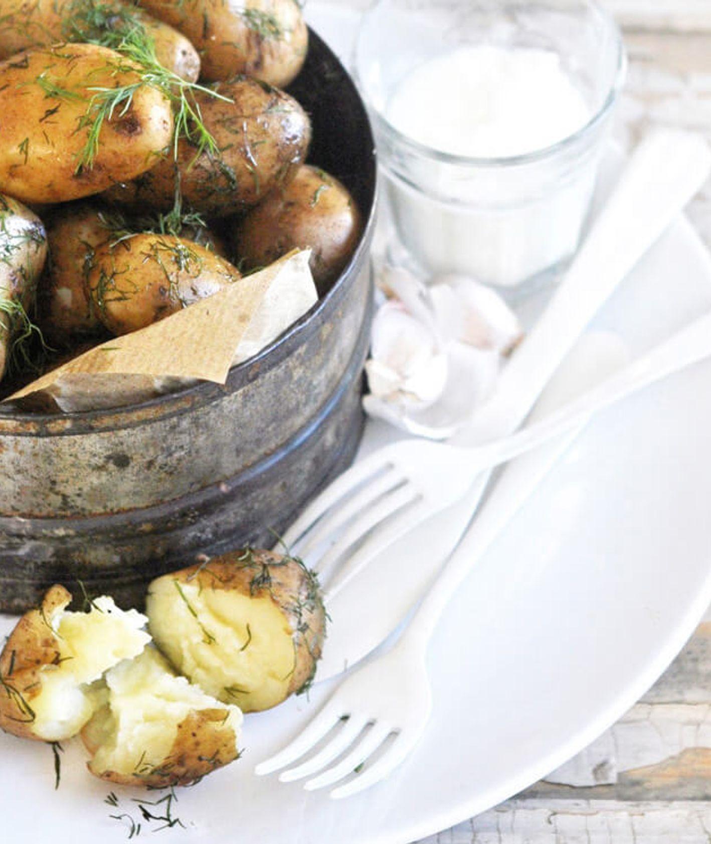 młode ziemniaki z daniu