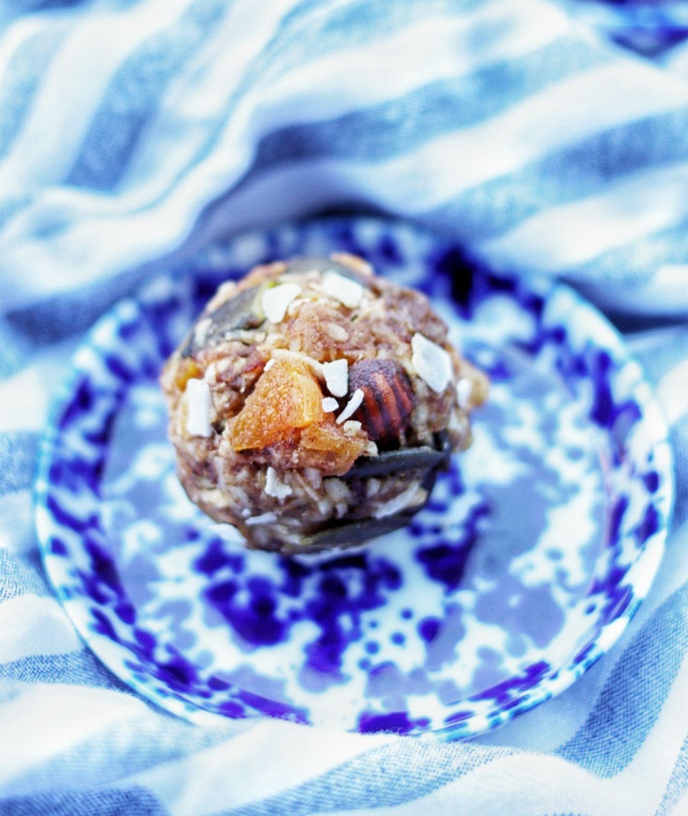 Przepis na wegańskie muesli power balls, pomysł na wegańskie przekąski (fot. Ania Dobra Kulka)