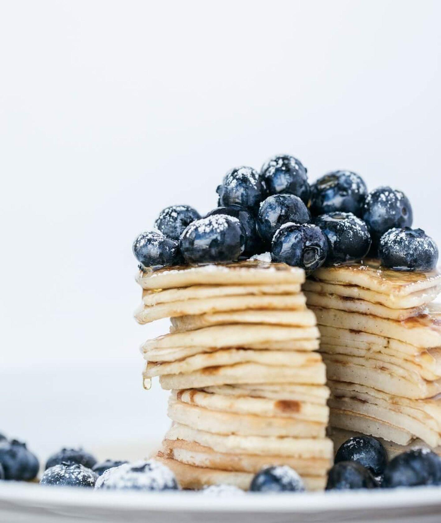 naleśniki z borówkami - pancakes przepis (fot. Heather Barnes)