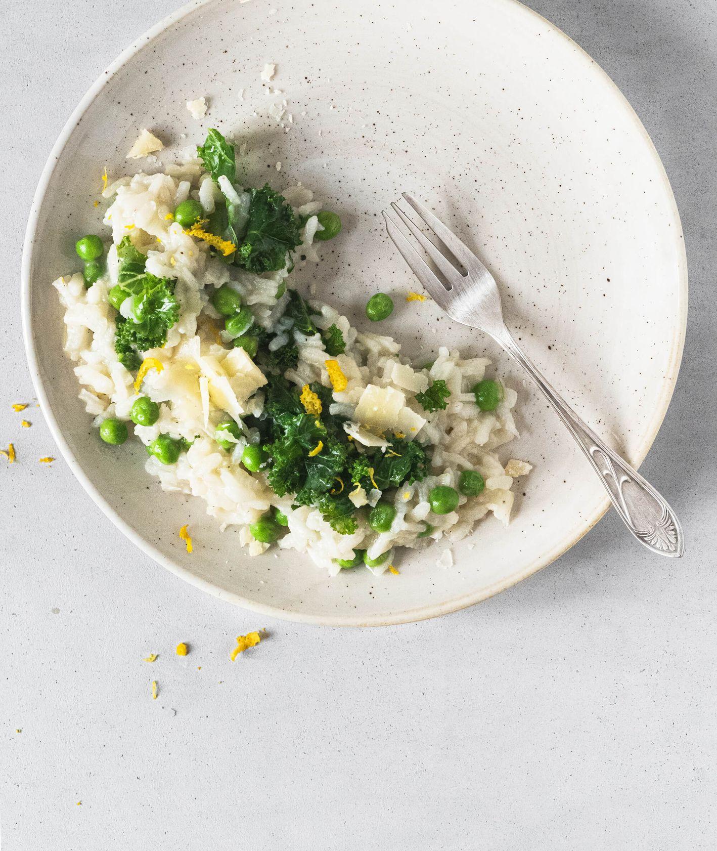 Lekki i sycący obiad -  Cytrynowe risotto z jarmużem (fot. Angela Matlak)