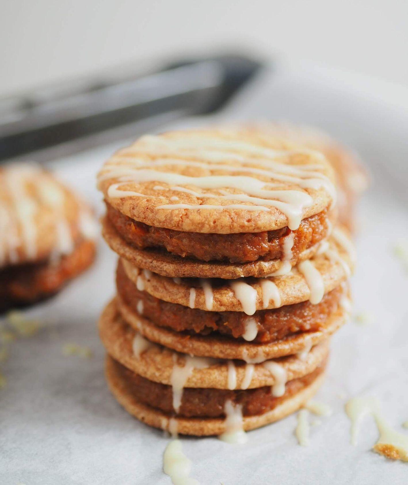 Kruche ciasteczka z białą czekoladą i domową konfiturą pomarańczowo-marchewkową (fot. Aleksandra Jagłowska)