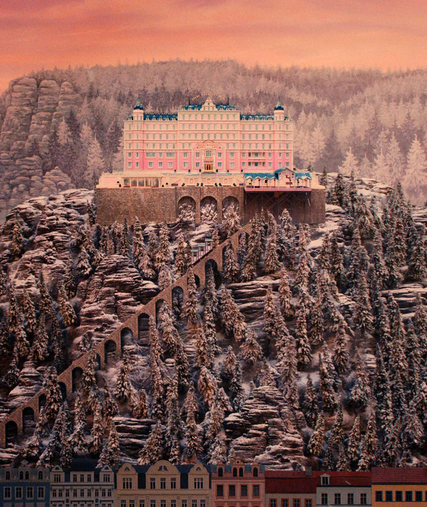 Kadr z filmu Wesa Andersona – widok na Grand Budapest Hotel (fot. kadr z filmu)