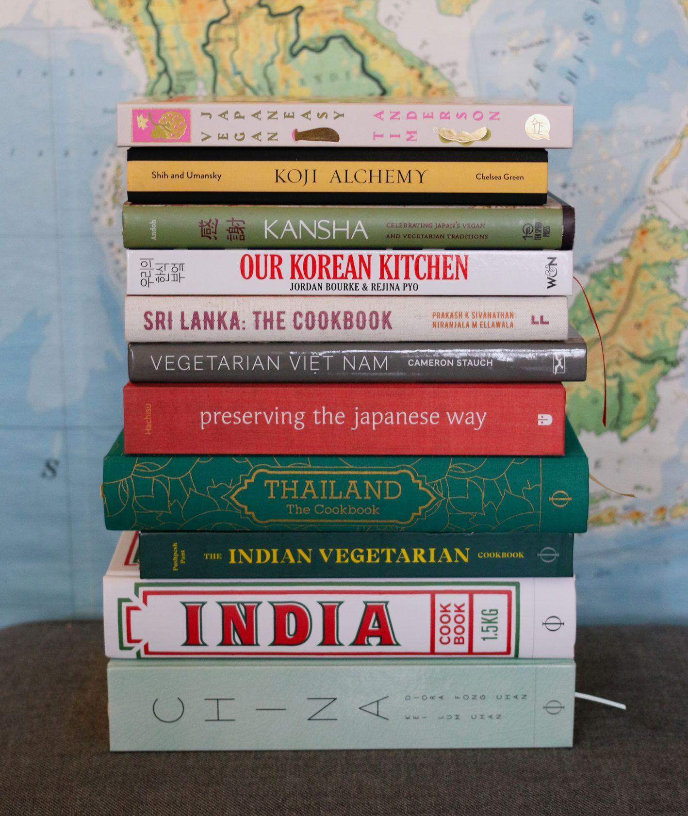 Wybór najlepszych książek z przepisami kuchni azjatyckiej – Indie, Korea, Chiny, Japonia (fot. Tajfuny)