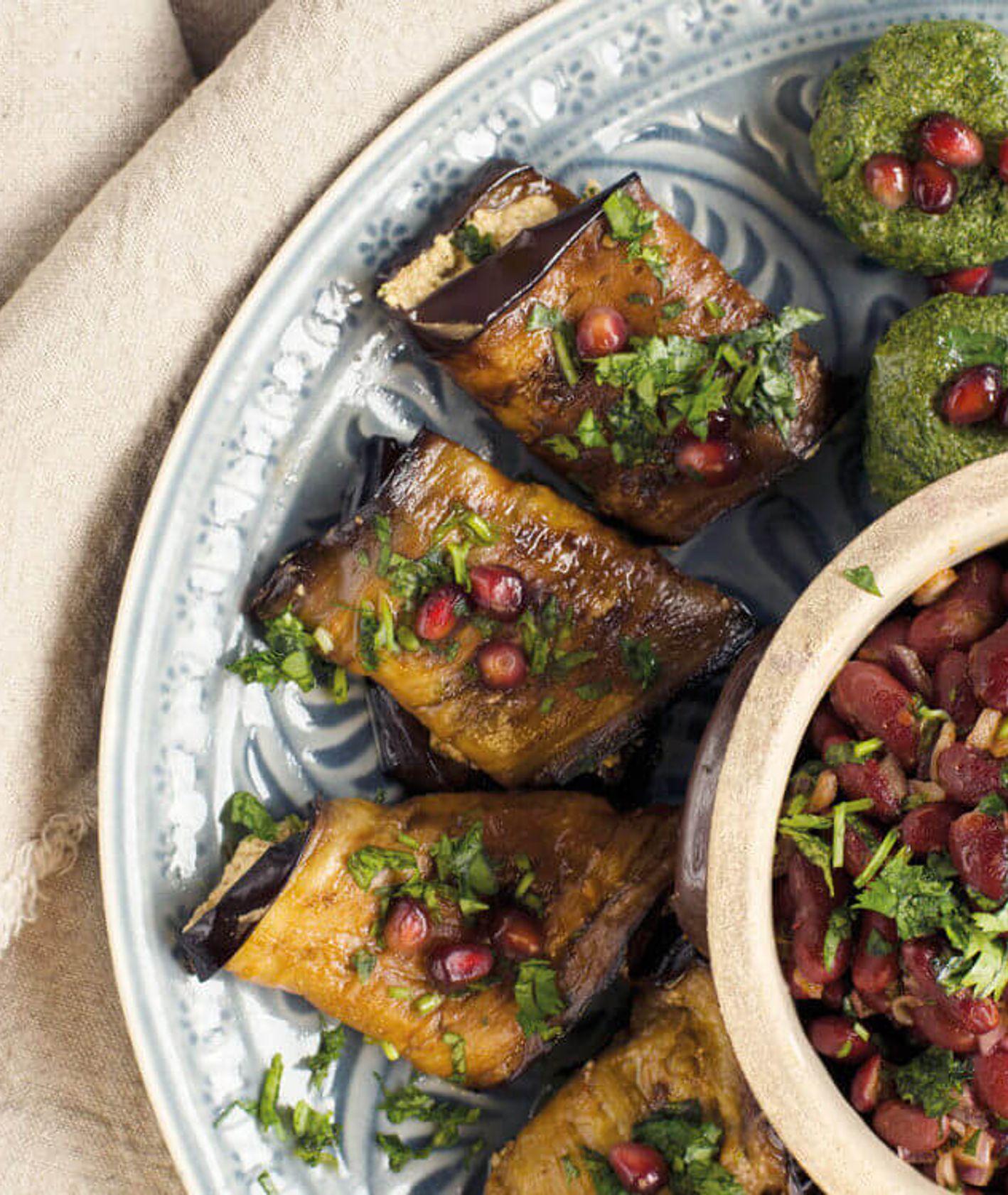 bakłażany z orzechami włoskimi, faszerowany bakłażan, sakiewki bakłażanowe, kuchnia arabska, kuchnia izraelska, przekąska na imprezę, lekka kolacja, wegańskie przekąski, wegański obiad