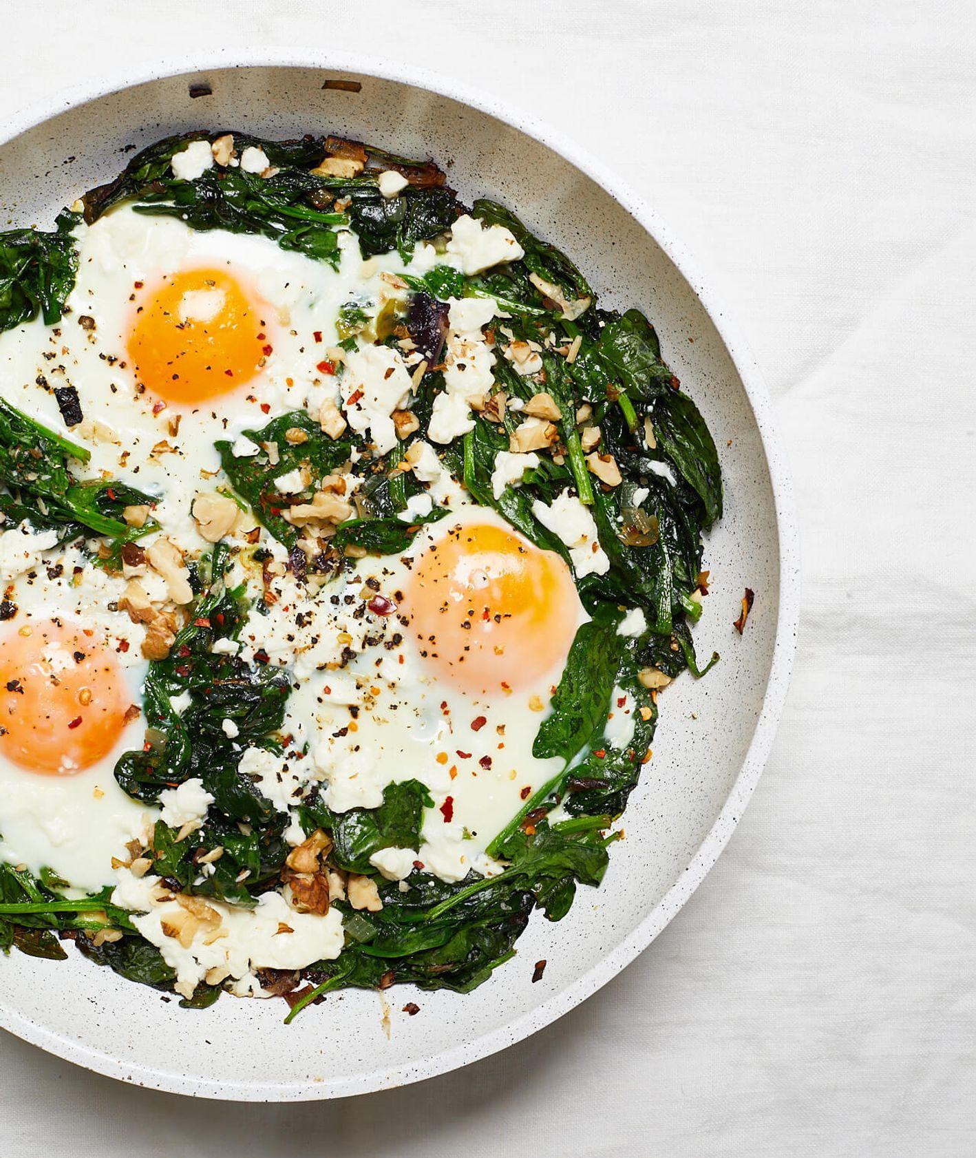 szakszuka szpinakowa, szakszuka, szakszuka ze szpinakiem, jajka na śniadanie, śniadanie z jajkami, wytrawne śniadanie, leniwe śniadanie, śniadanie na słono, zielona szakszuka