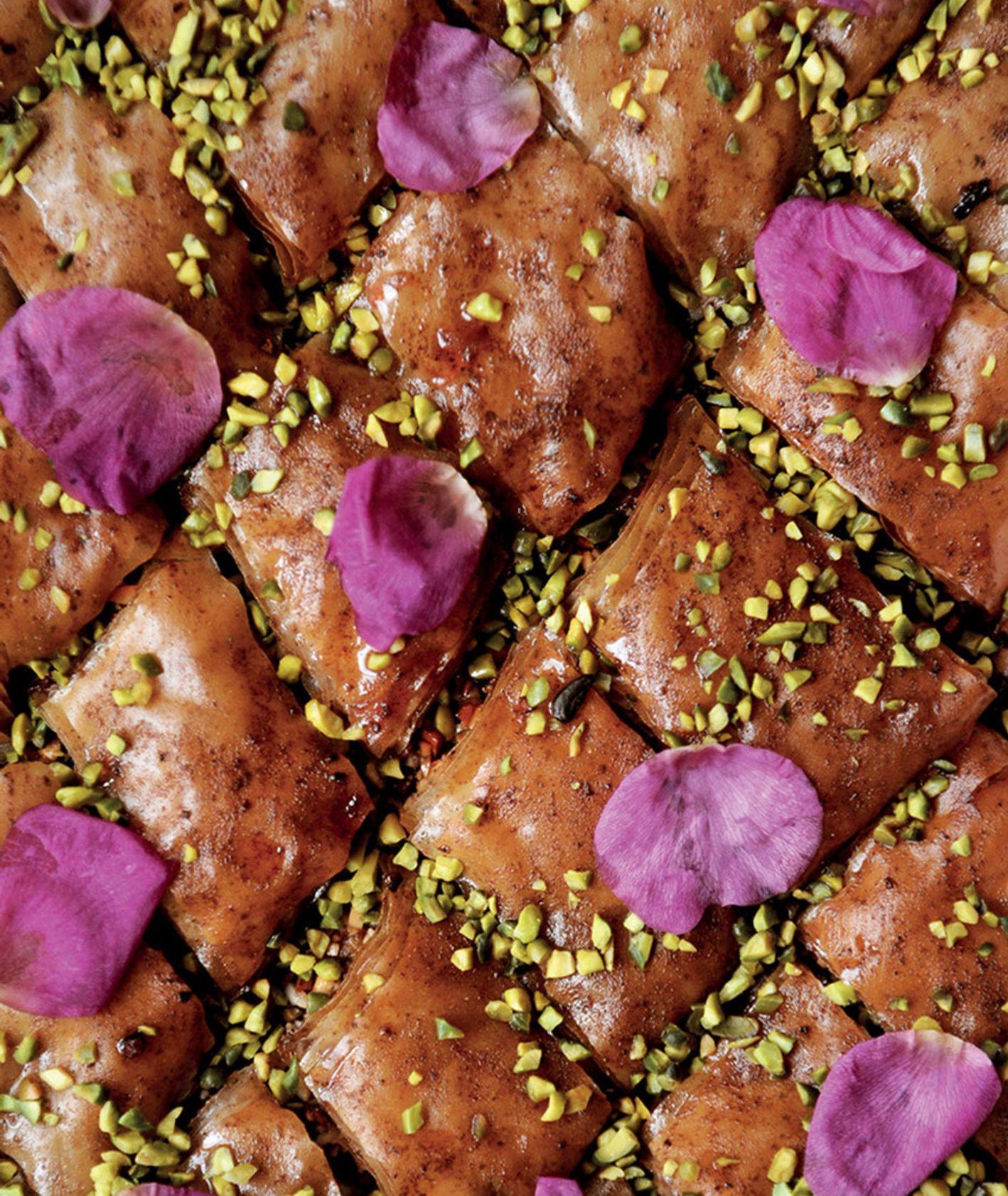 Baklava różana z płatkami róży, pistacjami – przepis
