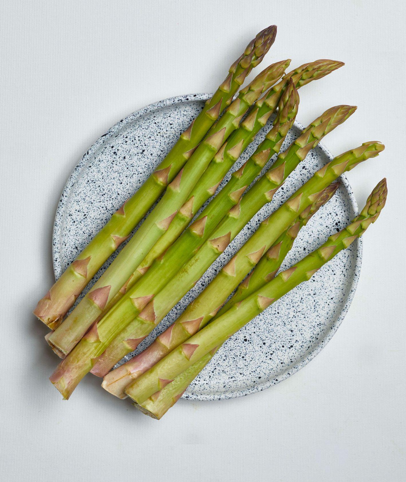 sezonowe warzywa, wiosna, sezon na szparagi