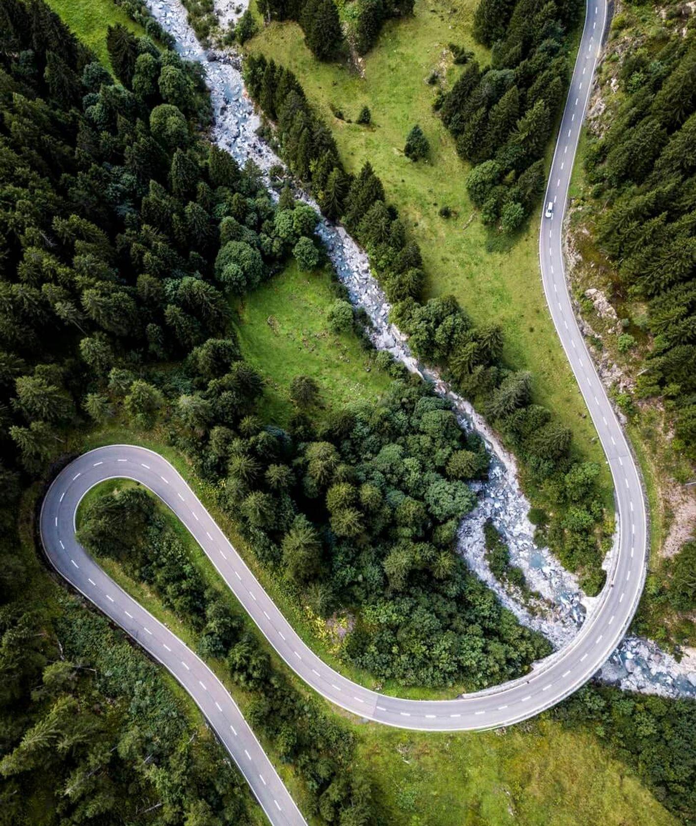 Górska droga, podróże z alergikiem (fot. Ludovic Fremondiere)