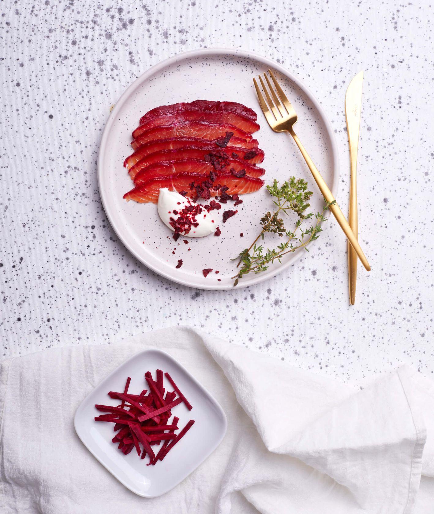 Buraczkowy gravlax z czerwonym pieprzem i kolendrą