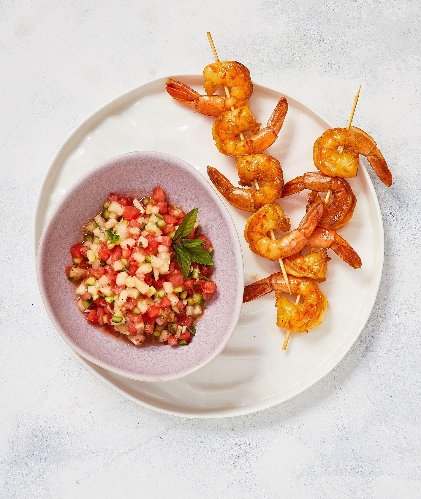 Krewetki w chili na owocowej salsie (fot. Maciej Niemojewski)